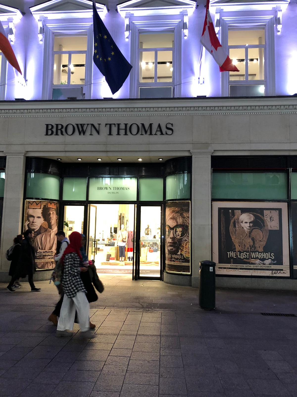 """A view of the  BROWN THOMAS  windows at night LOCATION: Grafton ST. Dublin IRELAND  """"THE COUNTRY's Premier Luxury Department Store"""""""