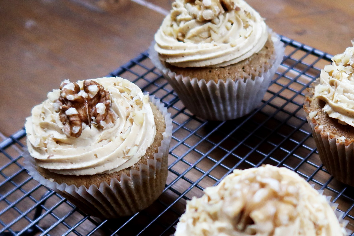 coffee_and_walnut_cupcakes_.jpg