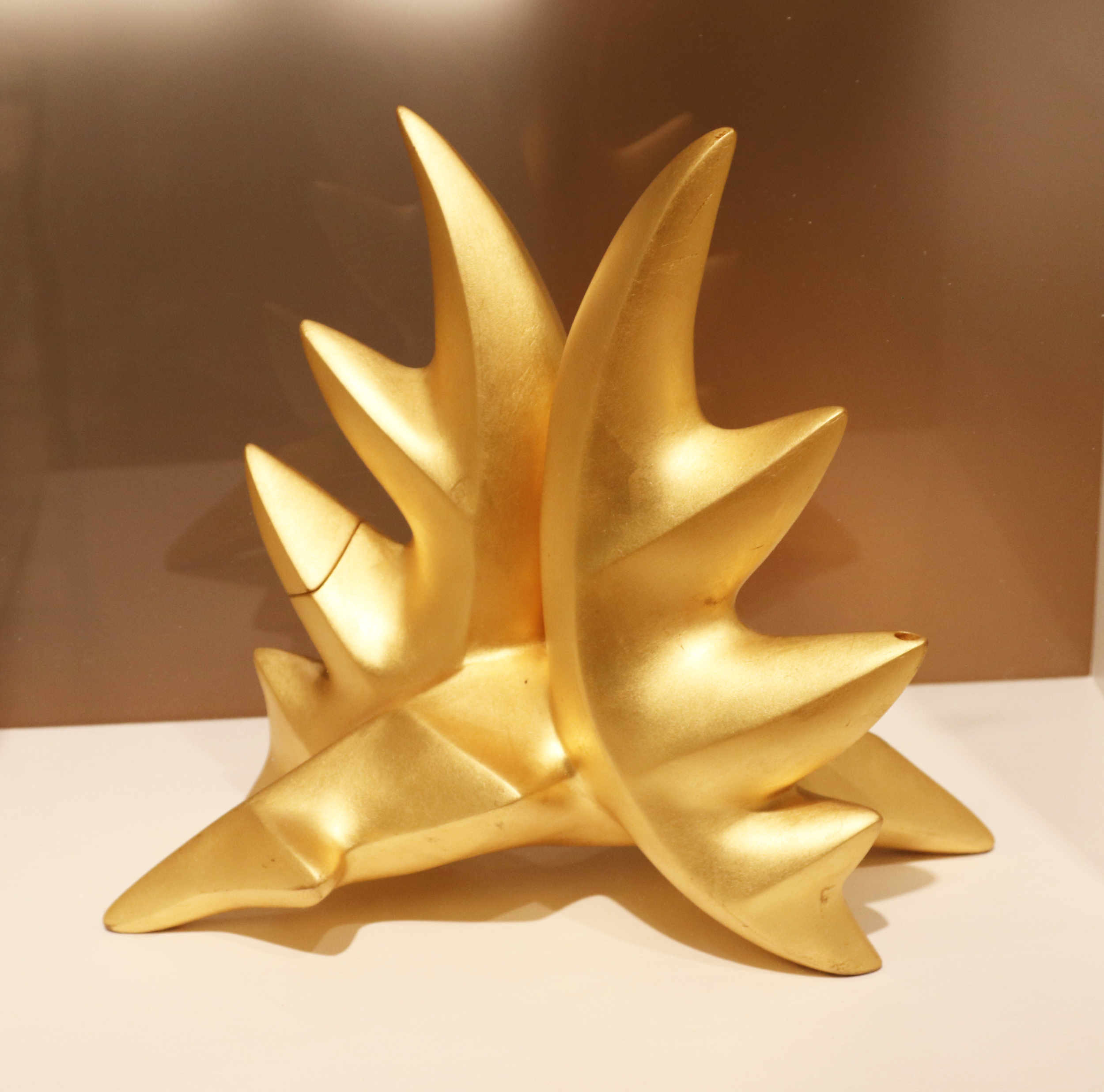Michael Sherrill Three Leaf Tea, 1999. Fired white stoneware, 23K gold leaf.