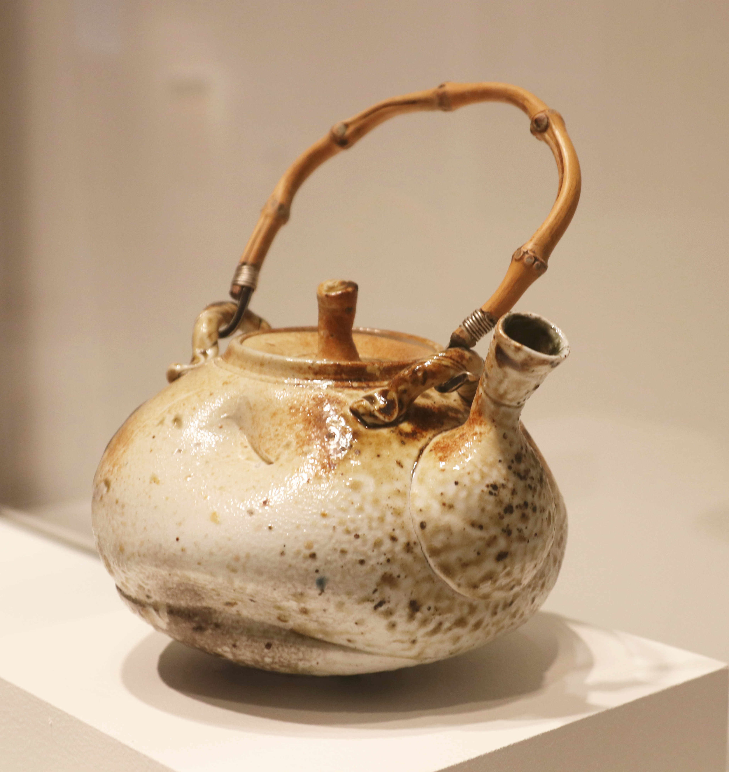 Michael Sherrill, Fire Box Tea (side view), 1968. Porcelain, ash glaze handle; silver, bamboo.