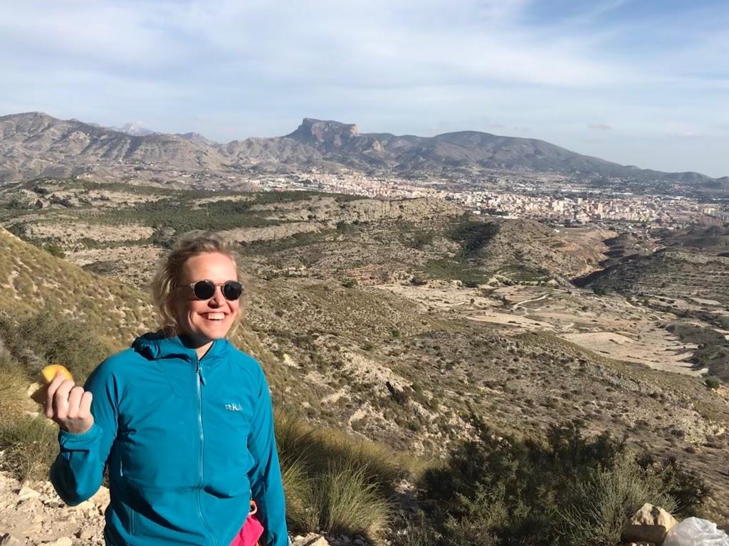 Paula Voldner - Paula Voldner ble i 2014 kåret til årets klatrer. Hun har mange bragder på papiret, blant annet ruta Freerider på El Cap i Yosemite, California. Hun har klatret i over 20 år, og har jobbet mye som instruktør, i tillegg til å holde foredrag om egne turer. Erfaringen hennes er bredere og skarpere en de fleste du møter i veggen - hvis du vil lære triks og tips rundt naturlige sikringer finnes det neppe et bedre leksikon. Med et smittende smil kan hun fort bli en god kamerat på reisen.