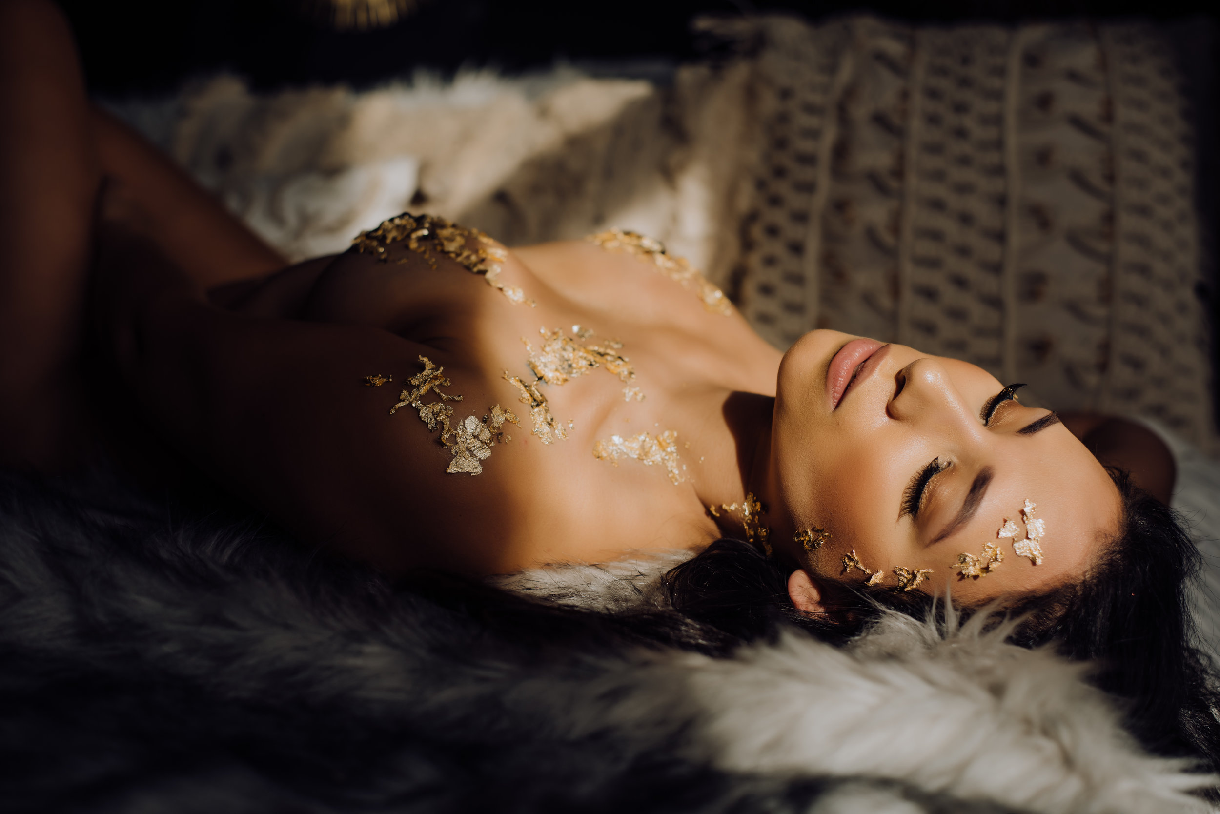 boudoir-photographer-gold-foil-74.jpg