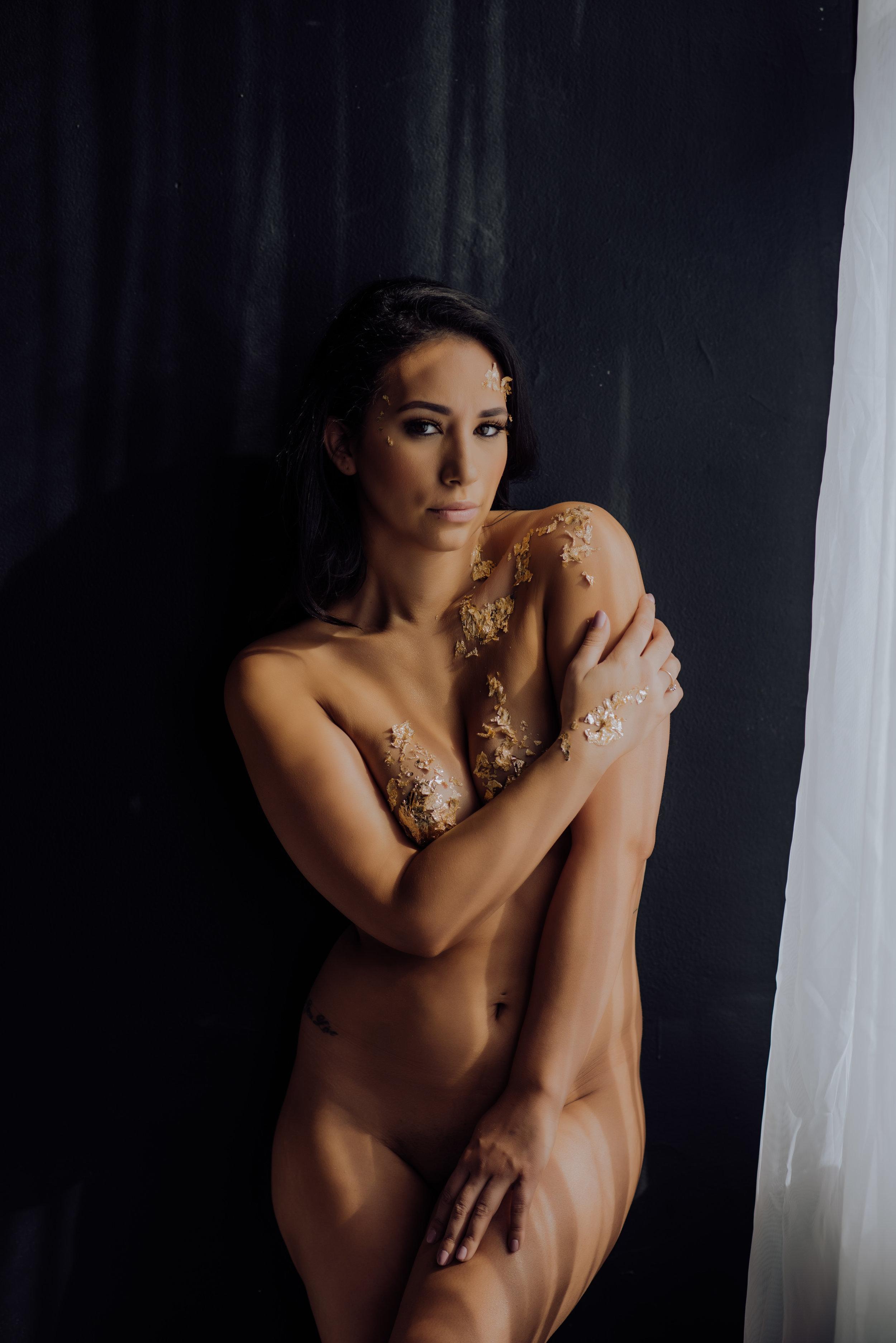 boudoir-photographer-gold-foil-19.jpg