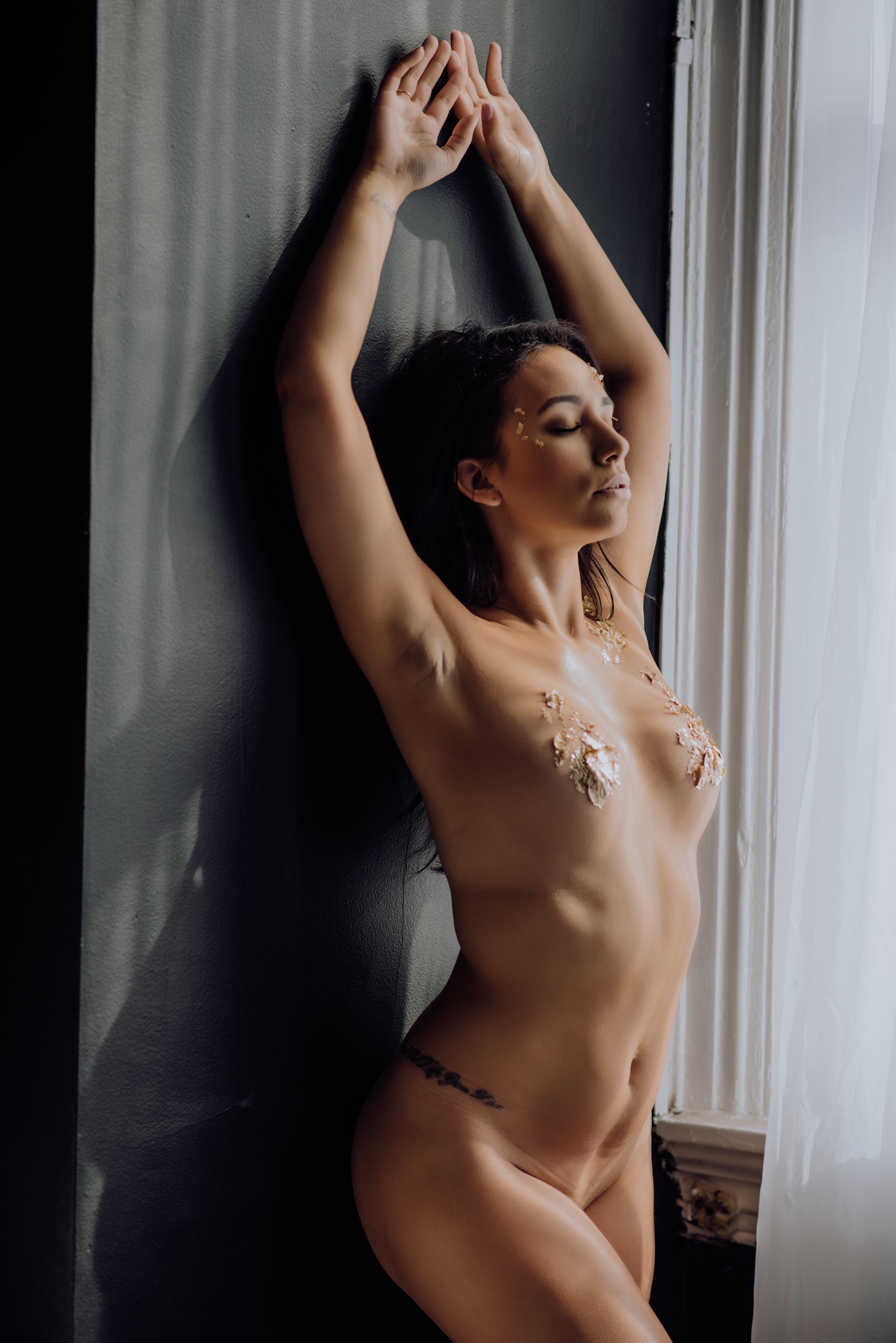 boudoir-photographer-gold-foil-7.jpg