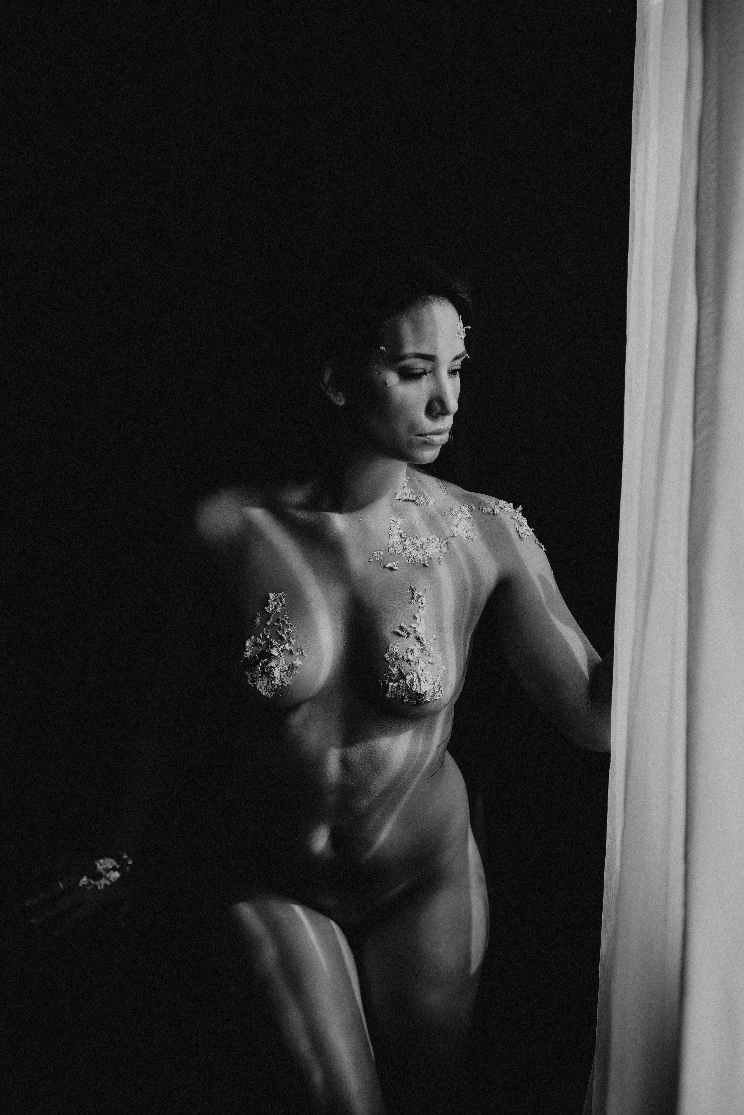 boudoir-photographer-gold-foil-30.jpg