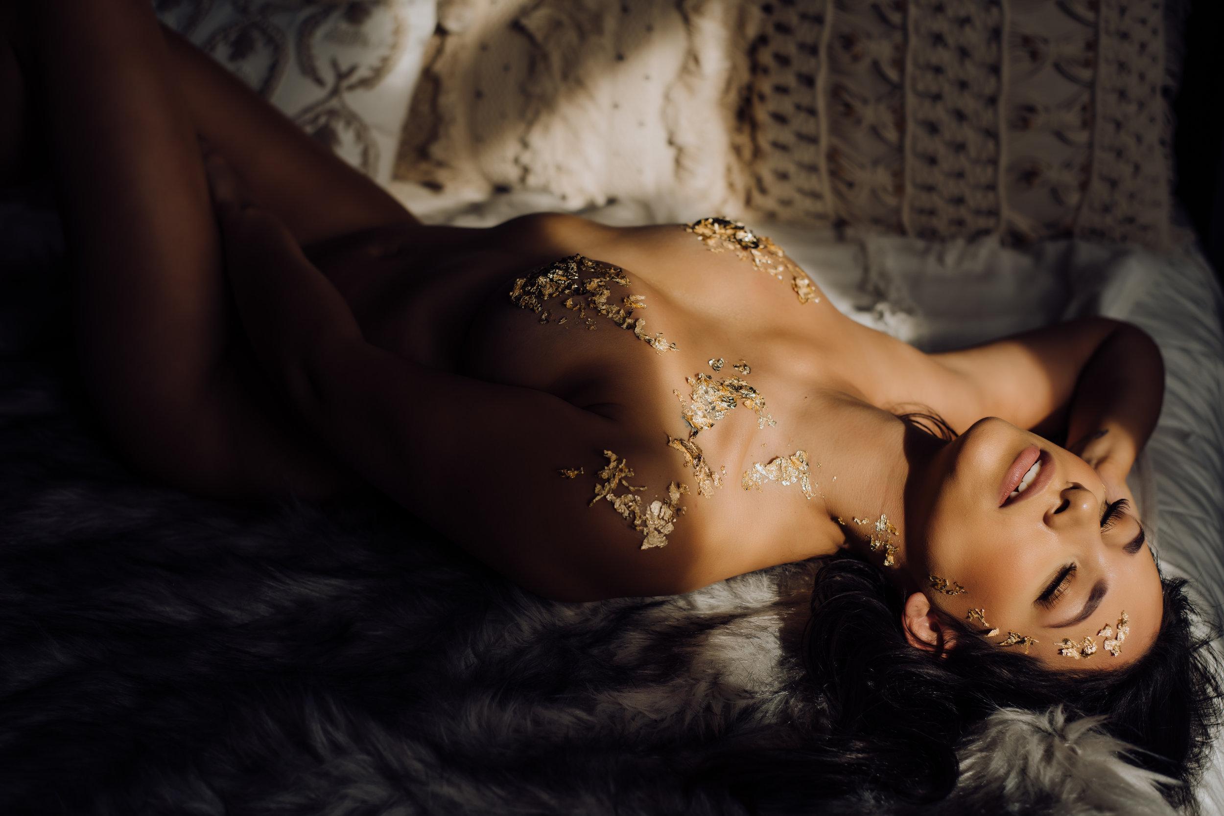 boudoir-photographer-gold-foil-78.jpg
