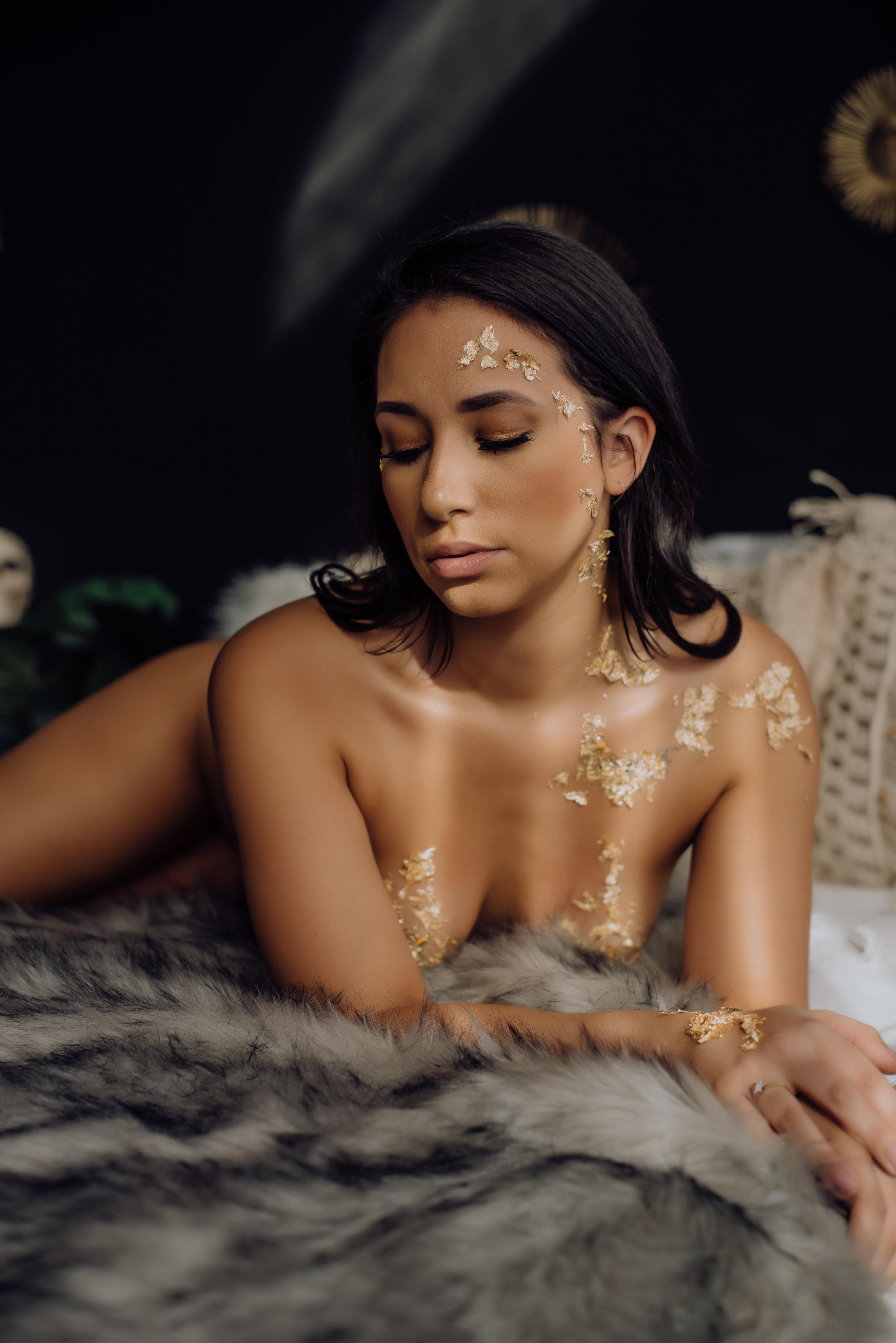 boudoir-photographer-gold-foil-69.jpg