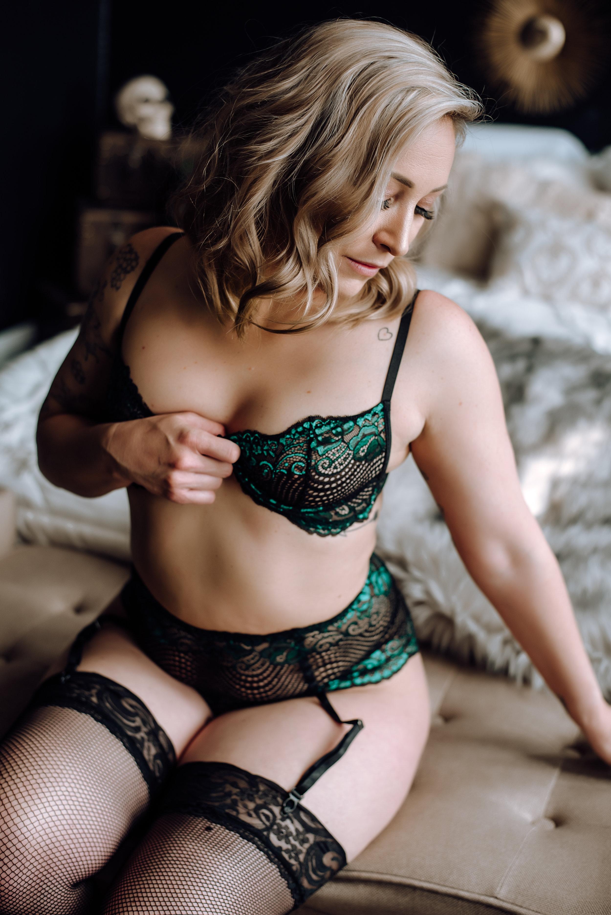 boudoir photographer-5.jpg