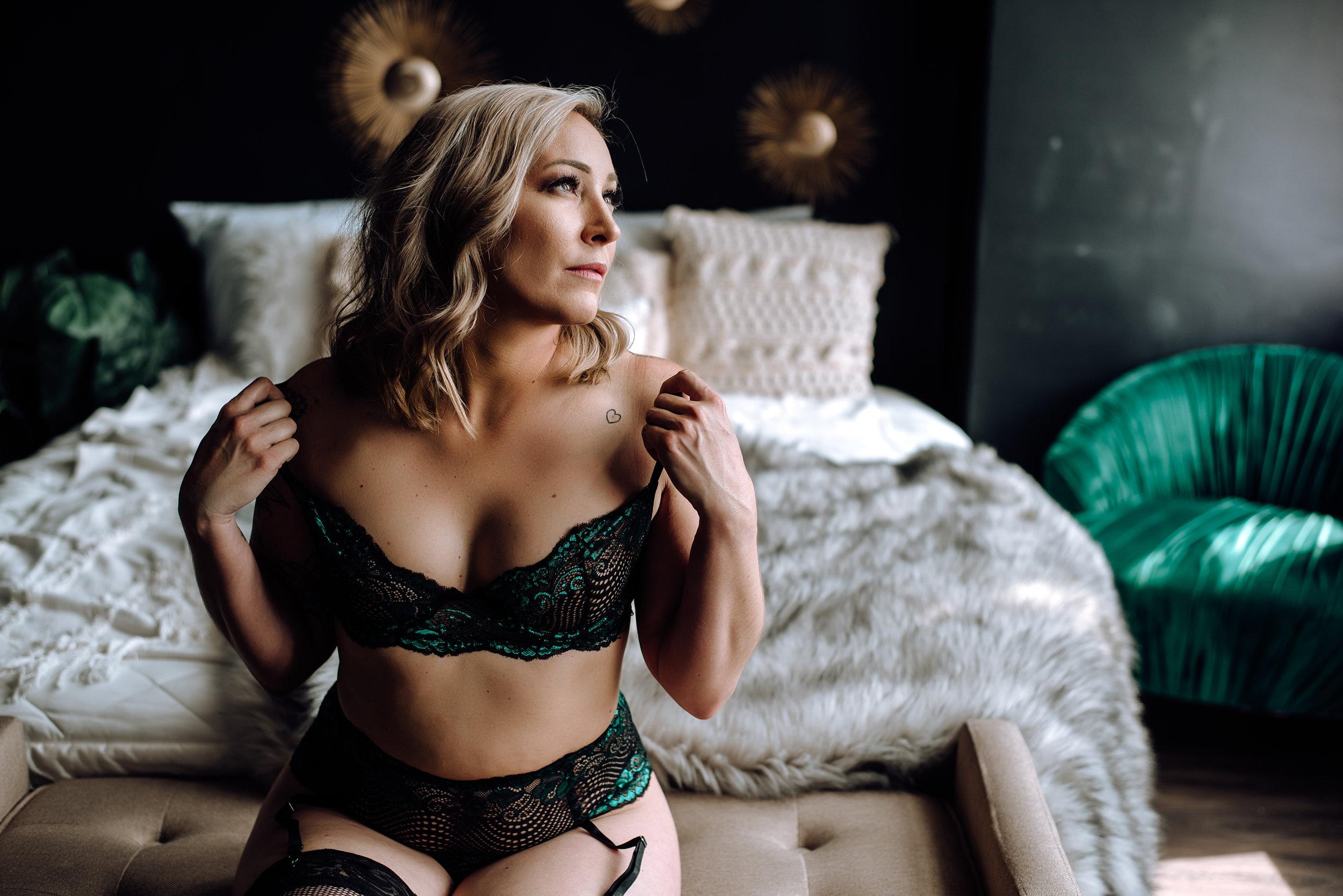 boudoir photographer-27.jpg