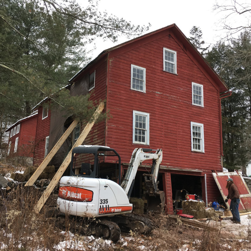 Reeves Mountain Construction_Barn.png