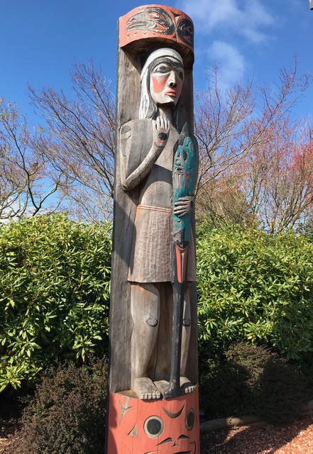 _Salish_Welcome_Figure__by_Charles_Elliot,_Coast_Salish_Master_Carver.jpeg
