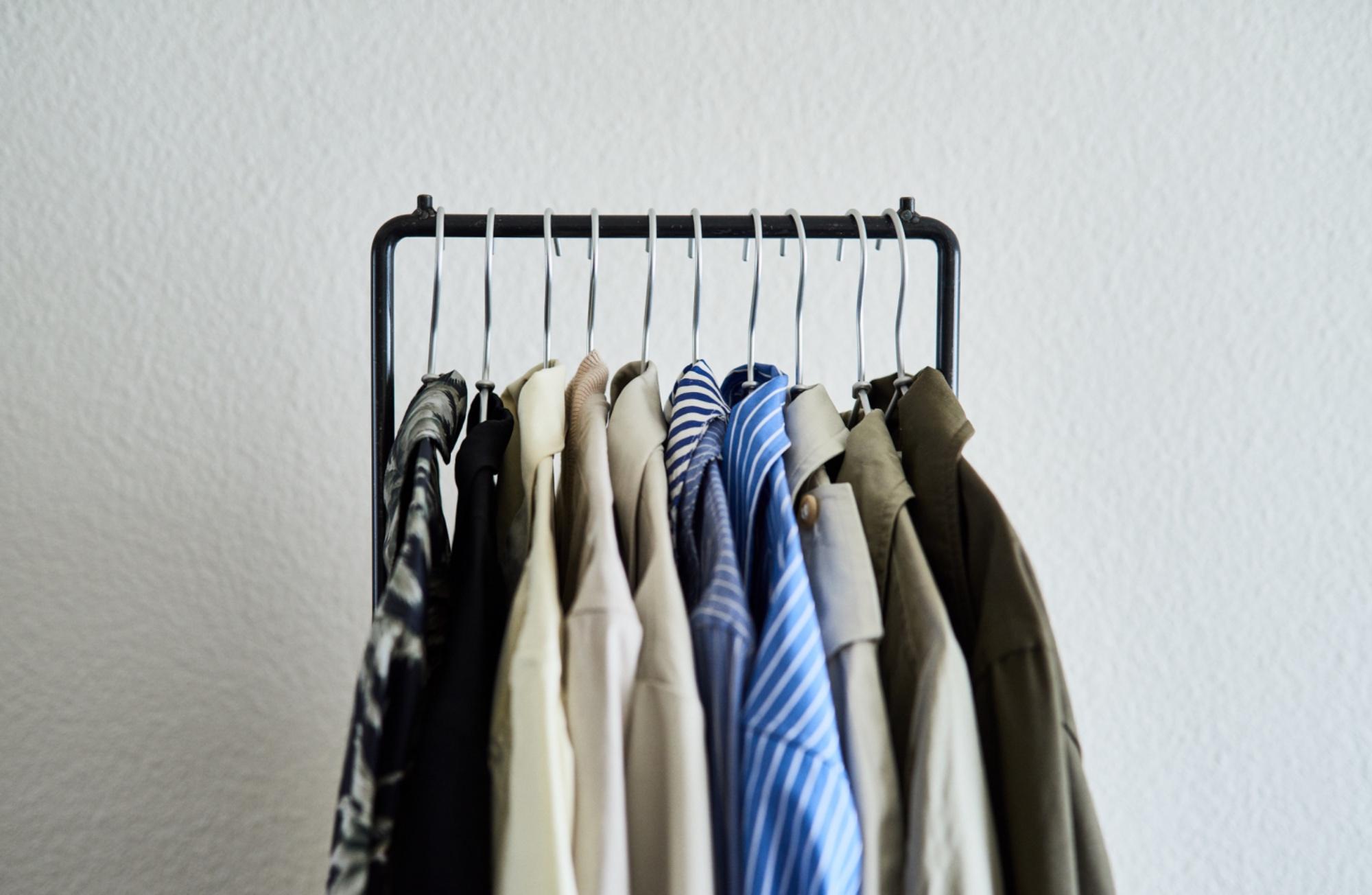 薄手衣料は10〜12着前後かけられます。