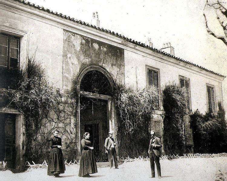 Vista del palacete que construyeron los herederos. Aspecto de la transformada Quinta de Goya, hacia 1900. (Fotografía de Asenjo, publicada en la revista  La Ilustración Española y Americana  , el 15 de julio de 1909)