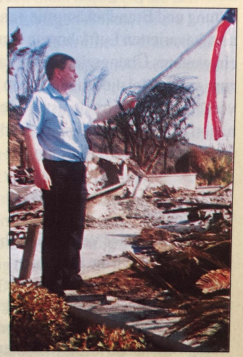 Brandmeister Matthias Bessel (FF Leipzig-Ost) vor den Überresten eines amerikanischen Traumes in Laguna Beach. Diese Villa eines Walt-Disney-Managers kostete Millionen.