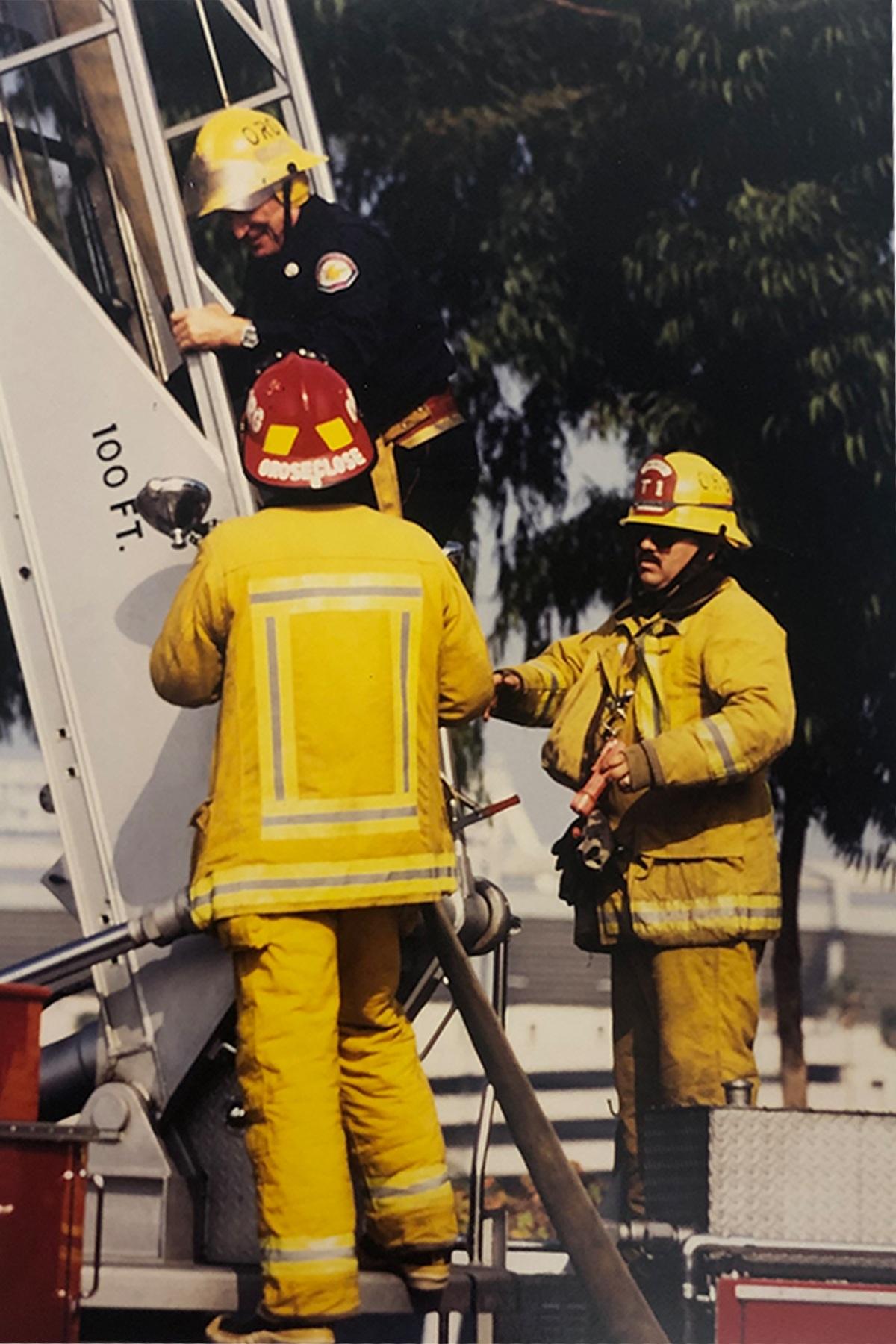 Feuerwehrschule in Annaheim - Horst steigt während der Übung als einziger deutscher auf die 33m Leiter