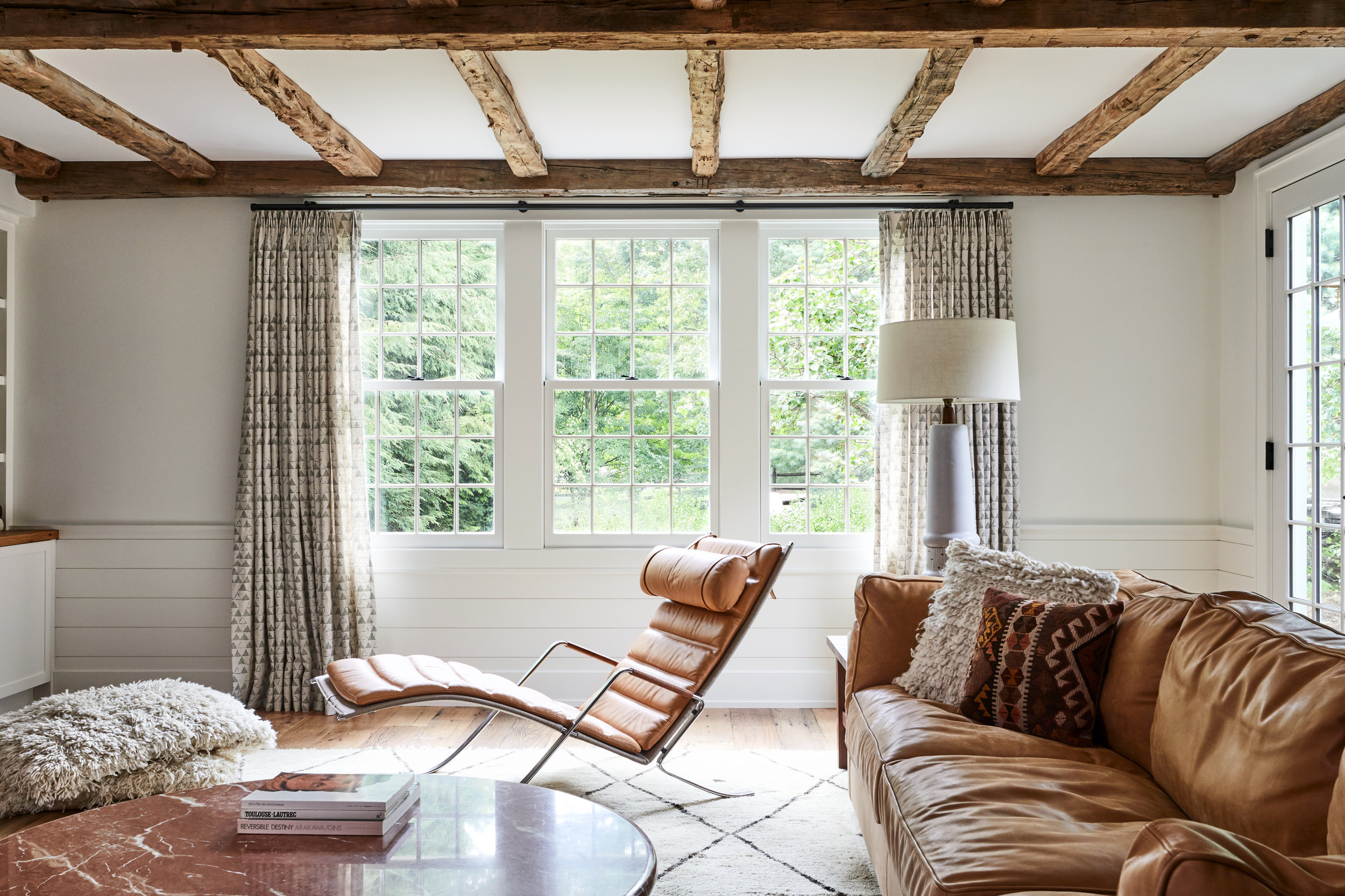 Lords_Hwy_Main_House_Living_Room_021.jpg