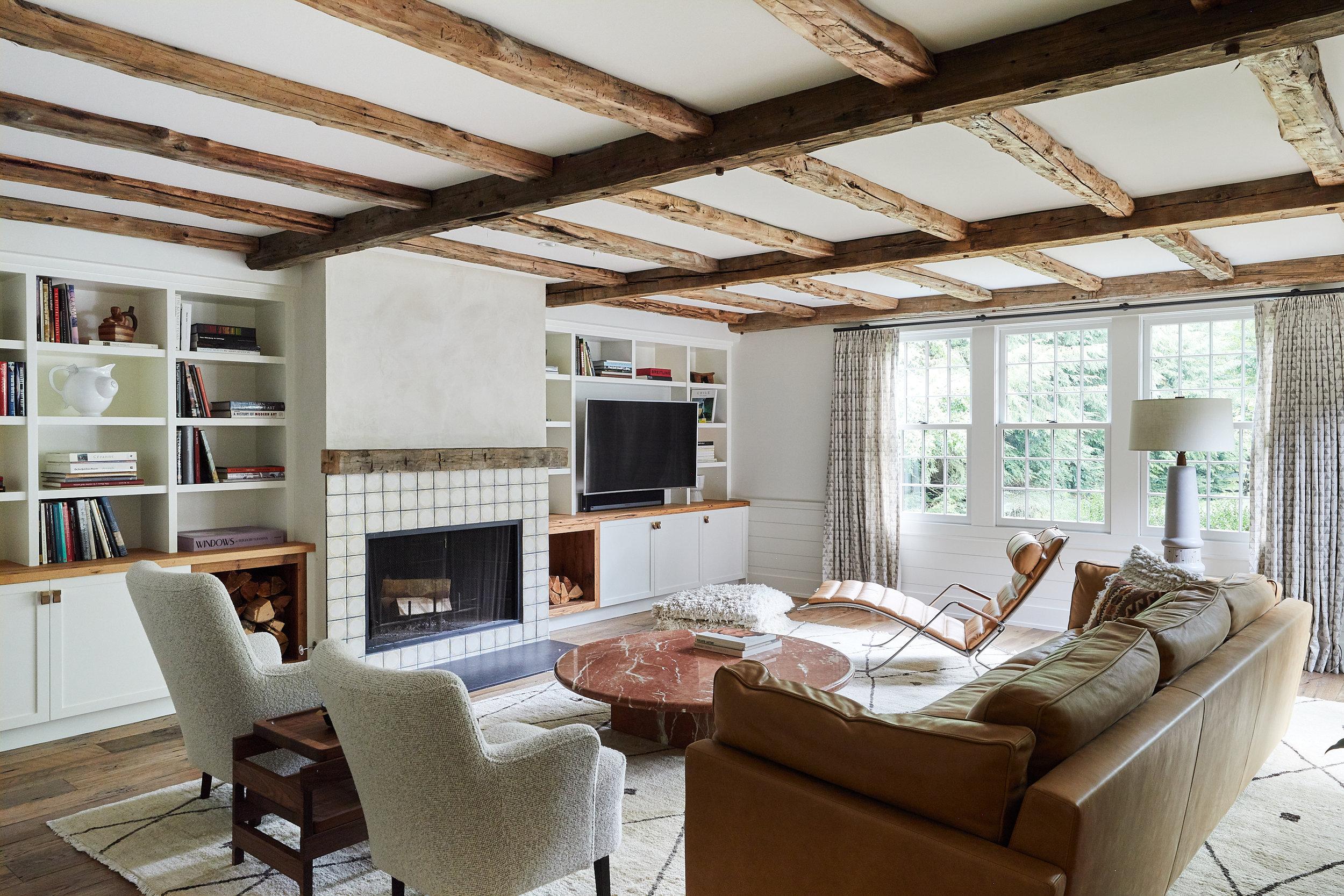Lords_Hwy_Main_House_Living_Room_004.jpg