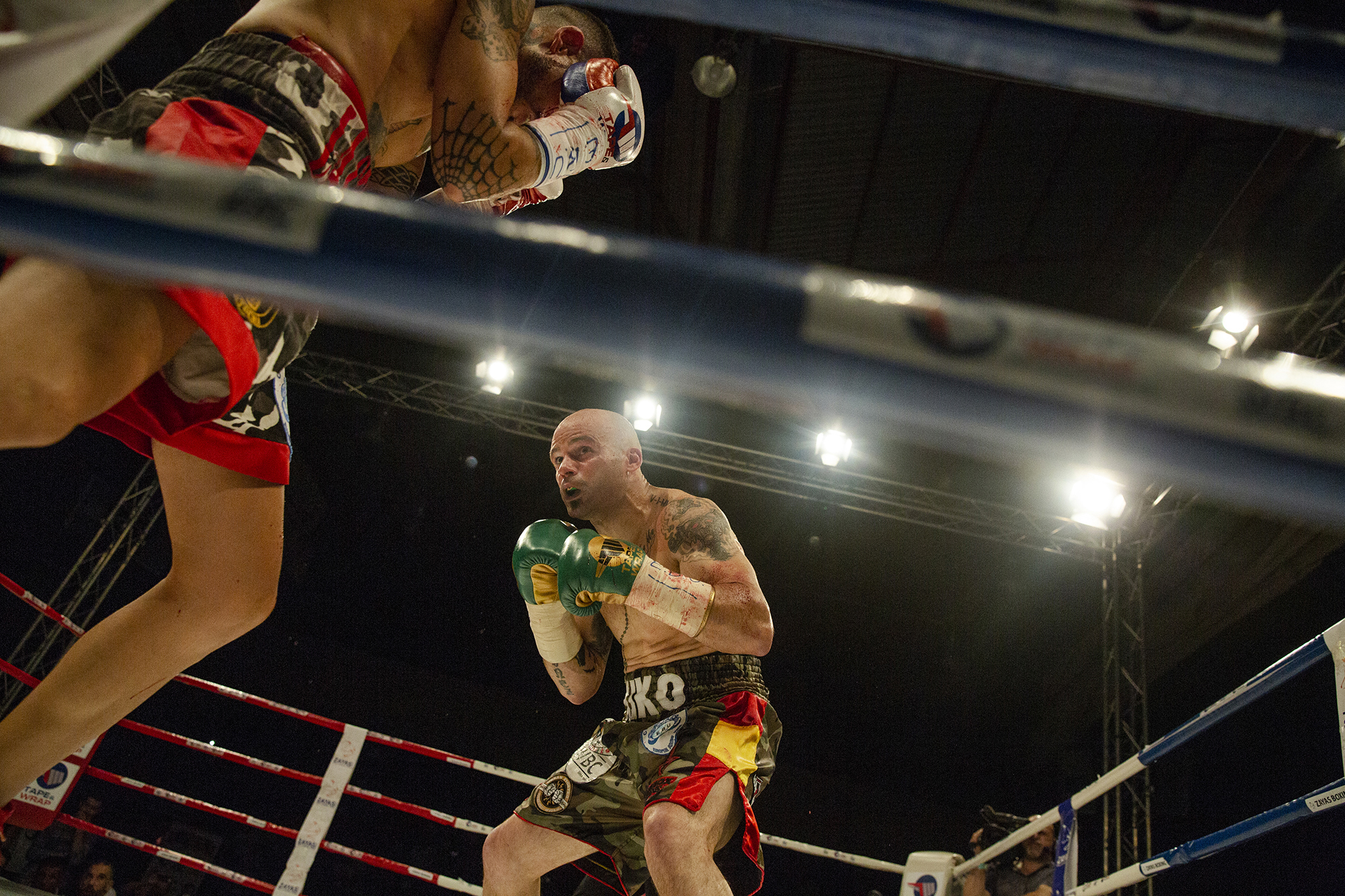 The two-time former champion Martinez charges strong against the young Spanish talent Marc Vidal.