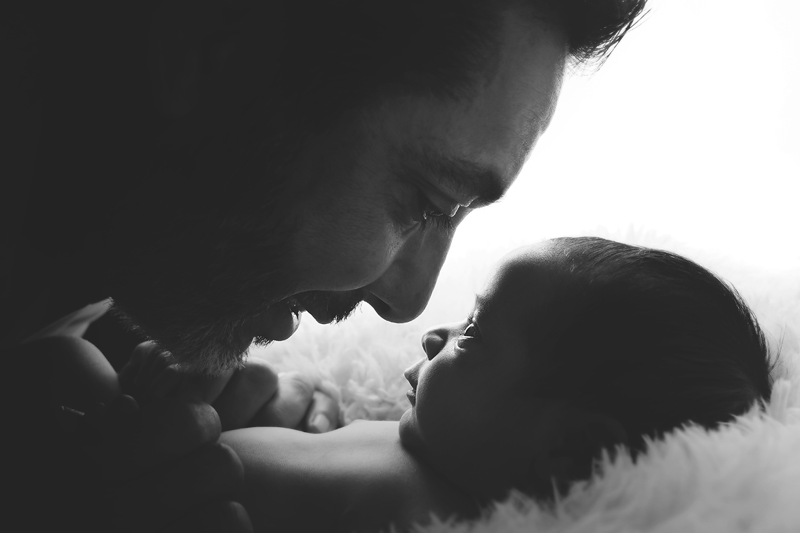 maryland_newborn_photographer_baby_daddy_parent.jpg