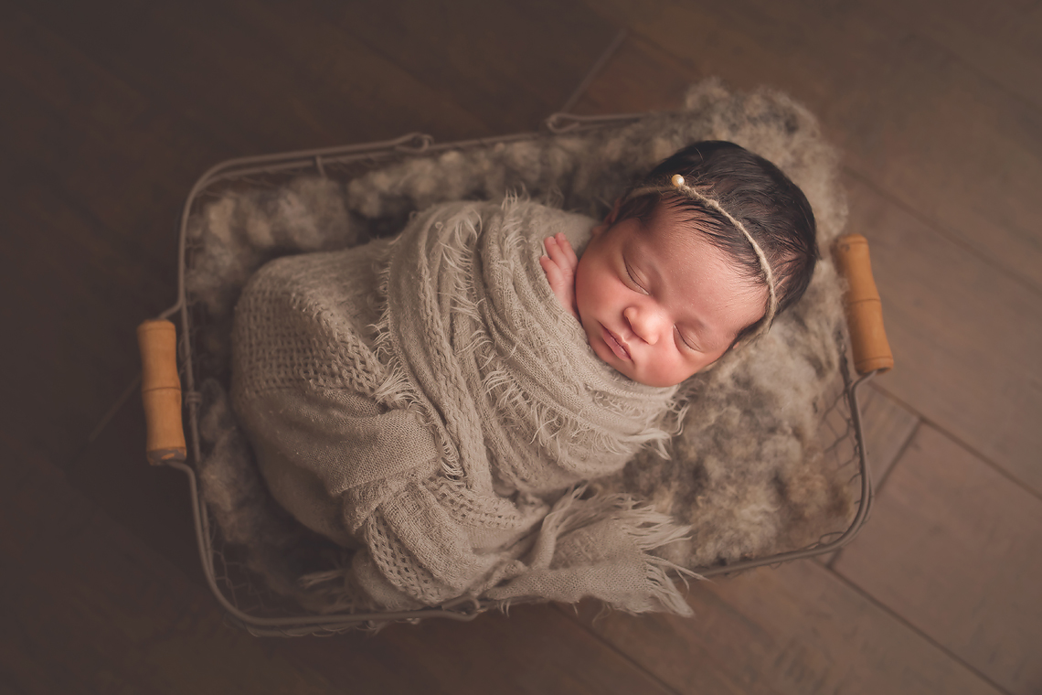 baltimore_maryland_newborn_photographer_baby_pose.jpg