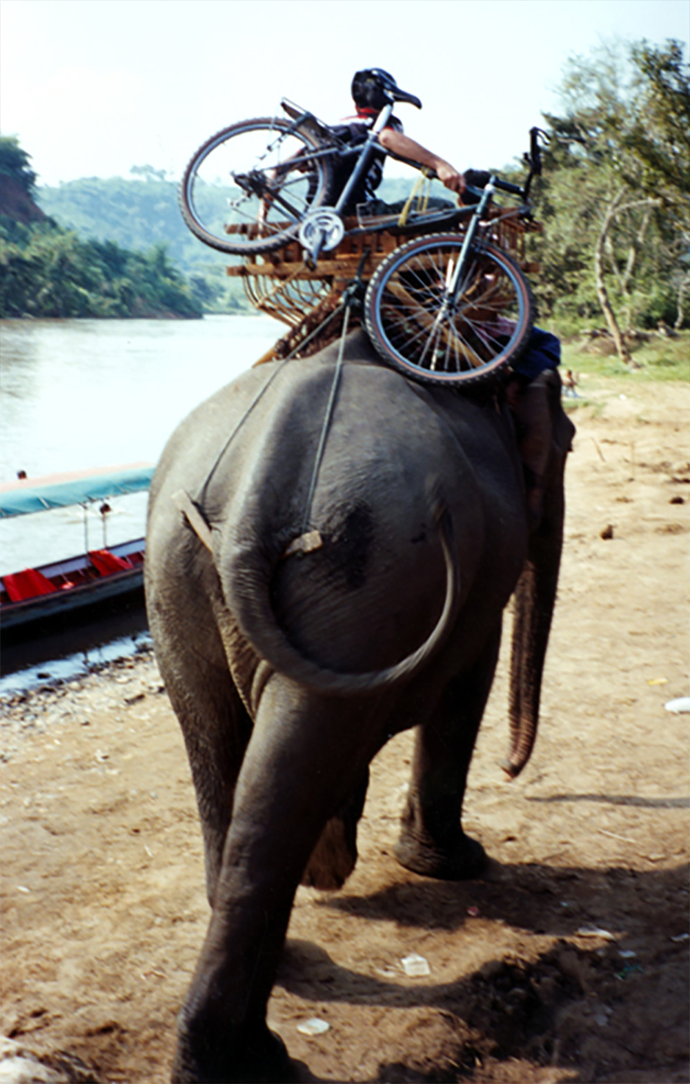 Mekong-River-Taxi,-Golden-Triangle,-Northern-Laos