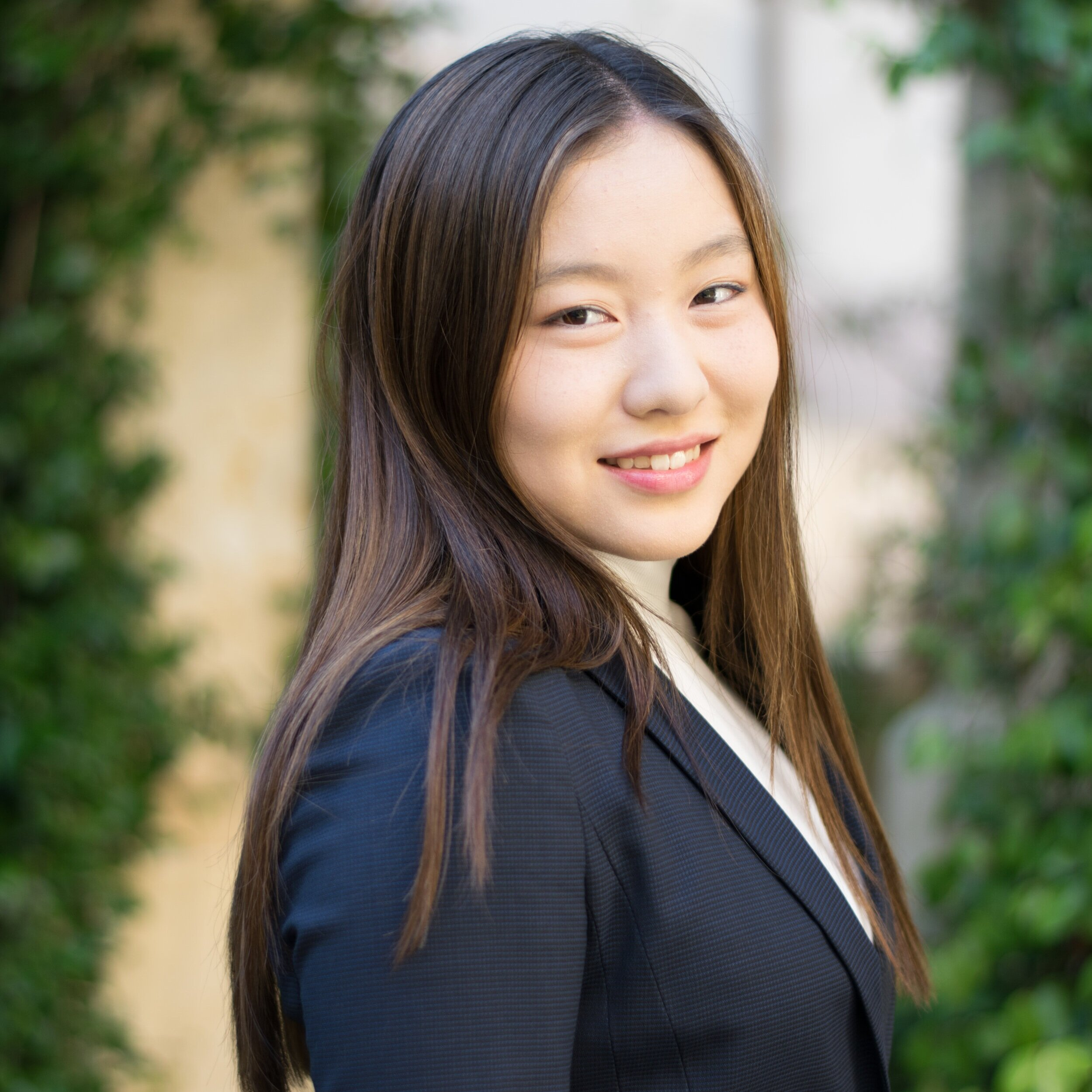 Jenny Feng   Highland Park, TX Finance Class of 2023  Jenny is excited to be a part of USIT. She enjoys reading a wide variety of books spanning from learning a new language to the most popular fiction novels. Besides finding her zoned out to music, Jenny loves finding new restaurants to eat and enjoys long walks along peaceful scenery. She has also lived in Shanghai, China and Montreal, Canada, so if you ever wanted to have late night talks in Chinese, make maple syrup snow candy, or just go on a foodie trip, she is always up for fun.