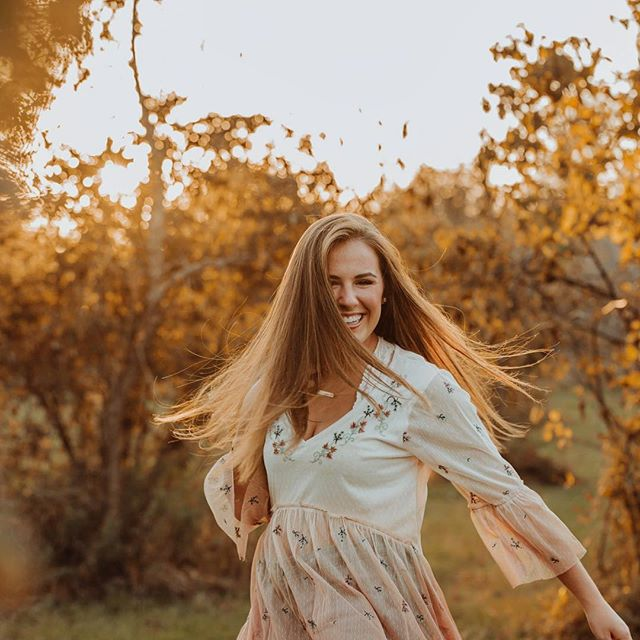 It's feeling like Fall 🍂🍁🌾 #hzseniors19 #hzphotos
