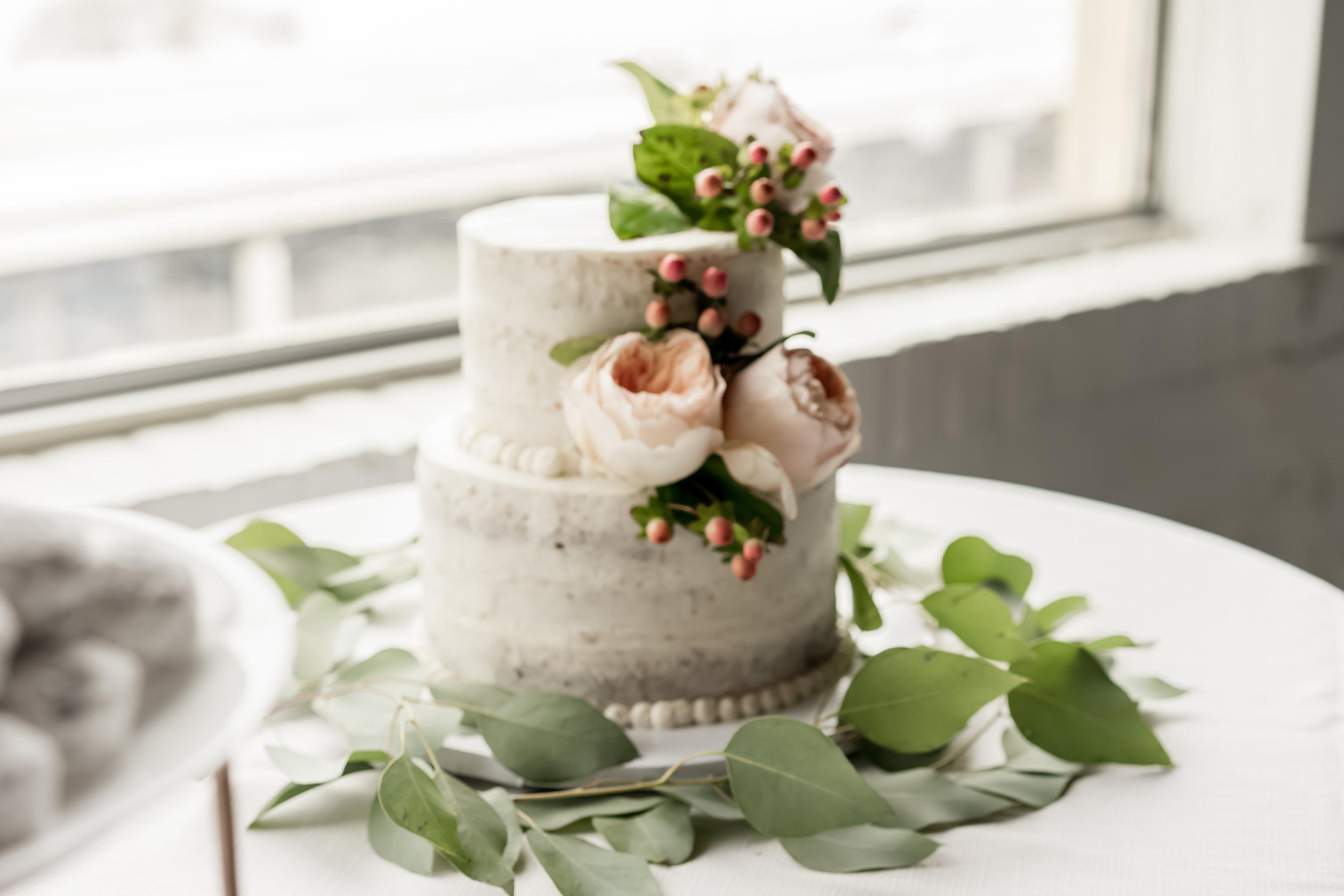 Wedding cake field photo louisville photographer