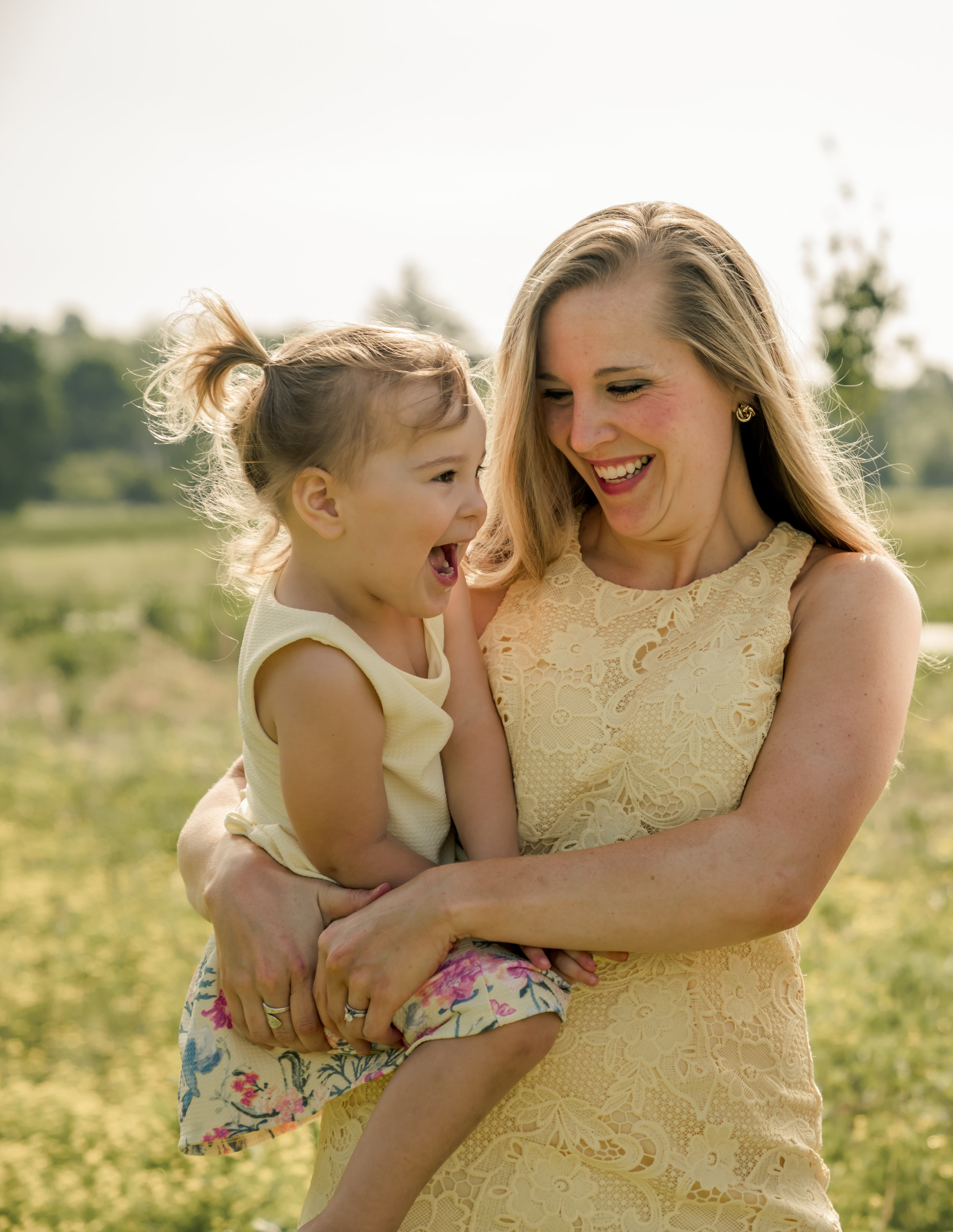 mother daughter family field photo louisville photographer