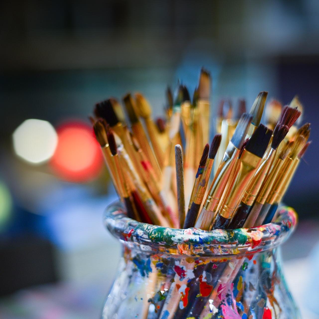 brushes-3129361_1920.jpg