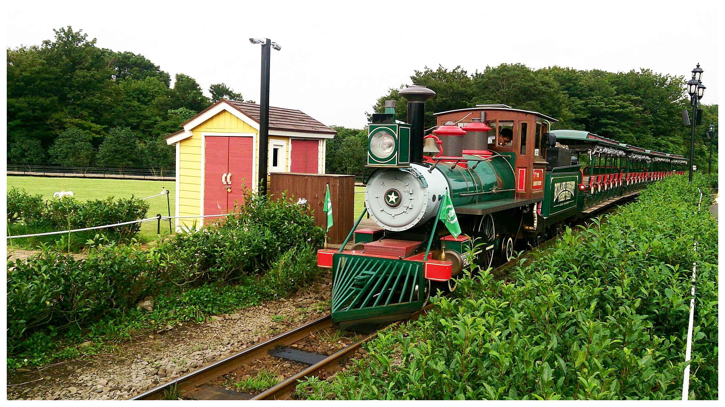 Forest_Train_at_Ecoland,_Jeju.jpg