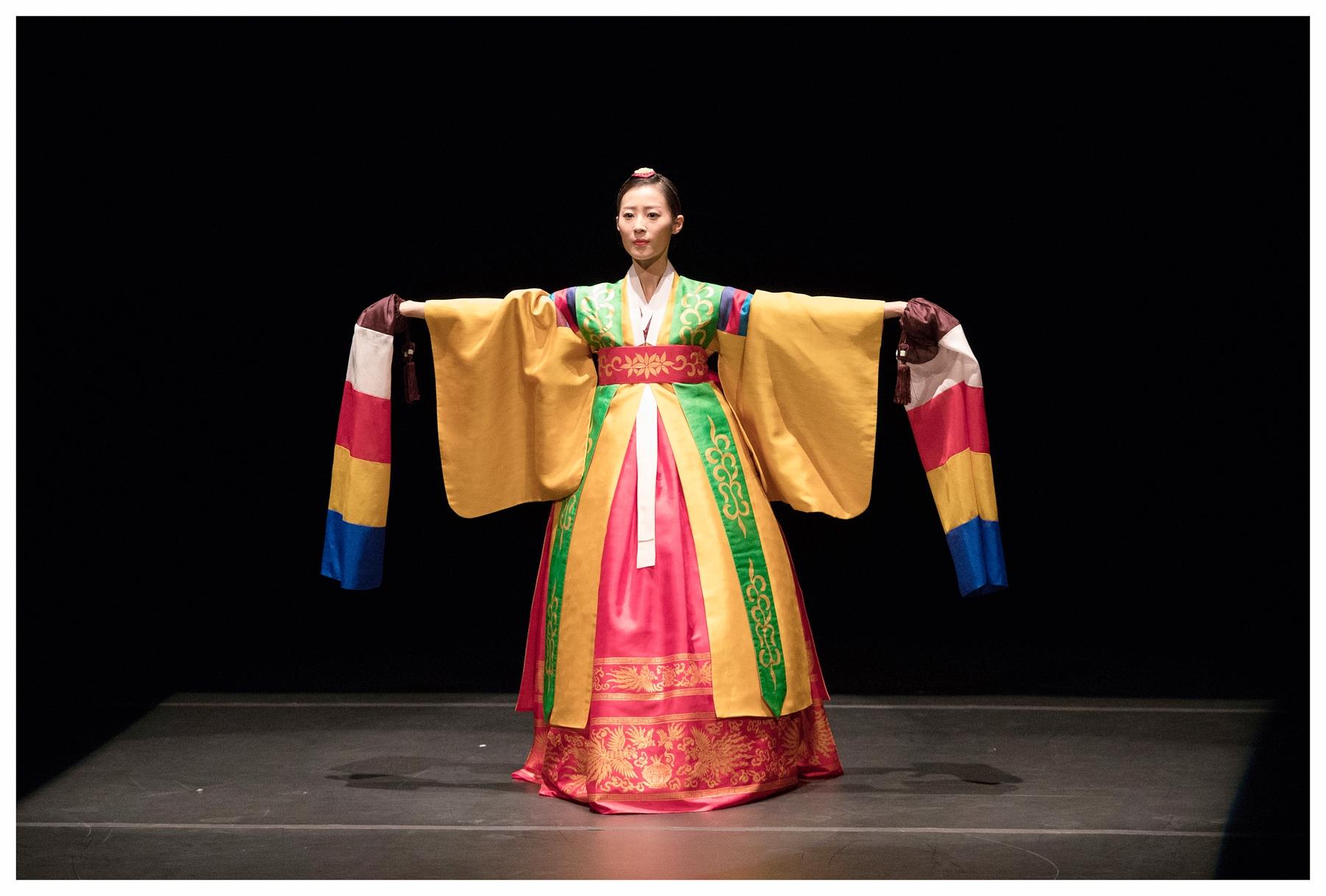 الرقص الكوري التقليدي.jpg