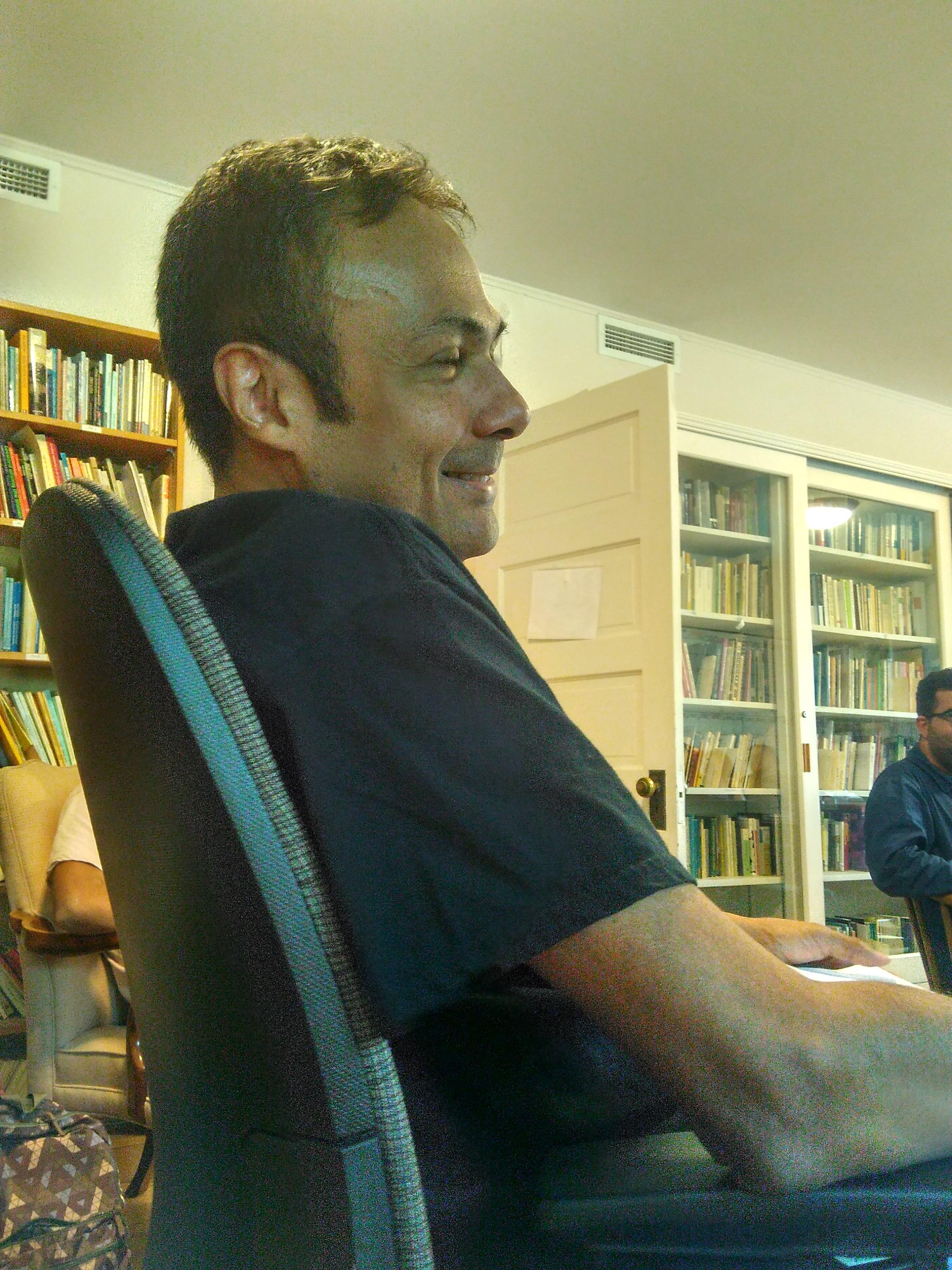 委內瑞拉作家Roberto Echeto身處愛荷華大學翻譯工作坊上。