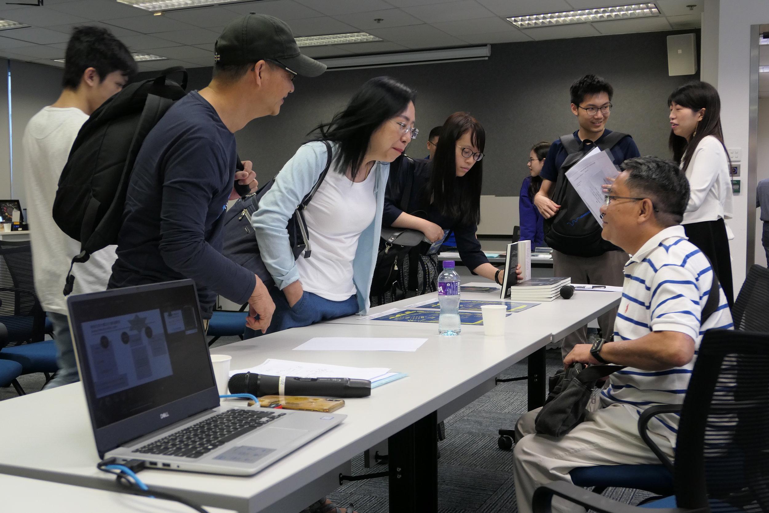講座出席者眾,當中更有著名詩人飲江先生撐場。