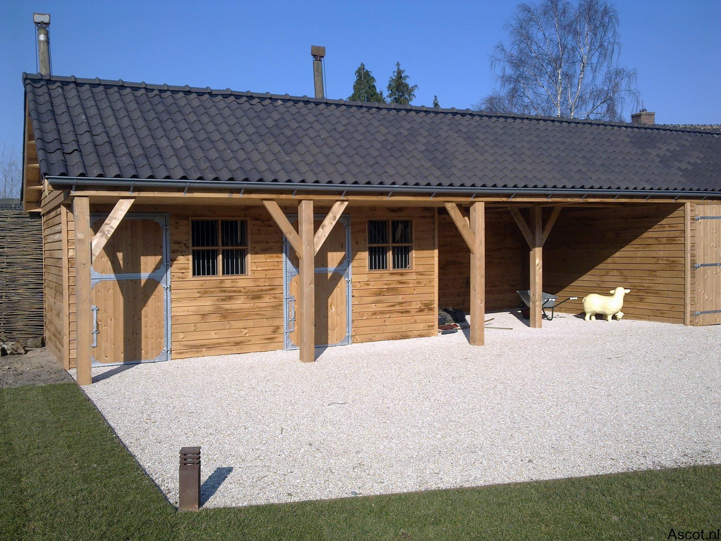Landelijk uitgevoerde paardenstal Ascot Systeembouw Nederland
