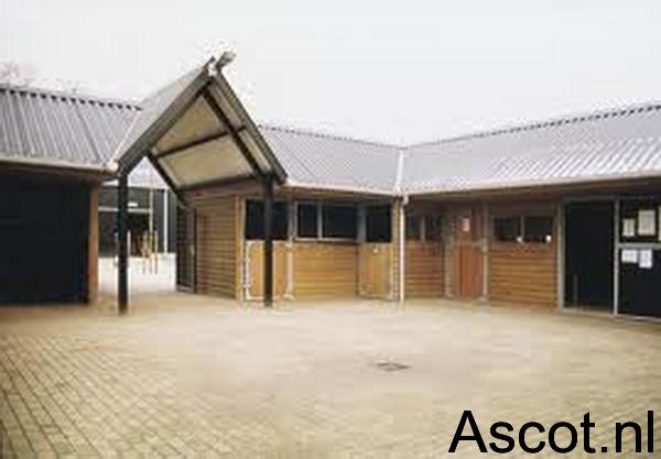 Paardenboxen in U vorm Ascot Systeembouw Nederland