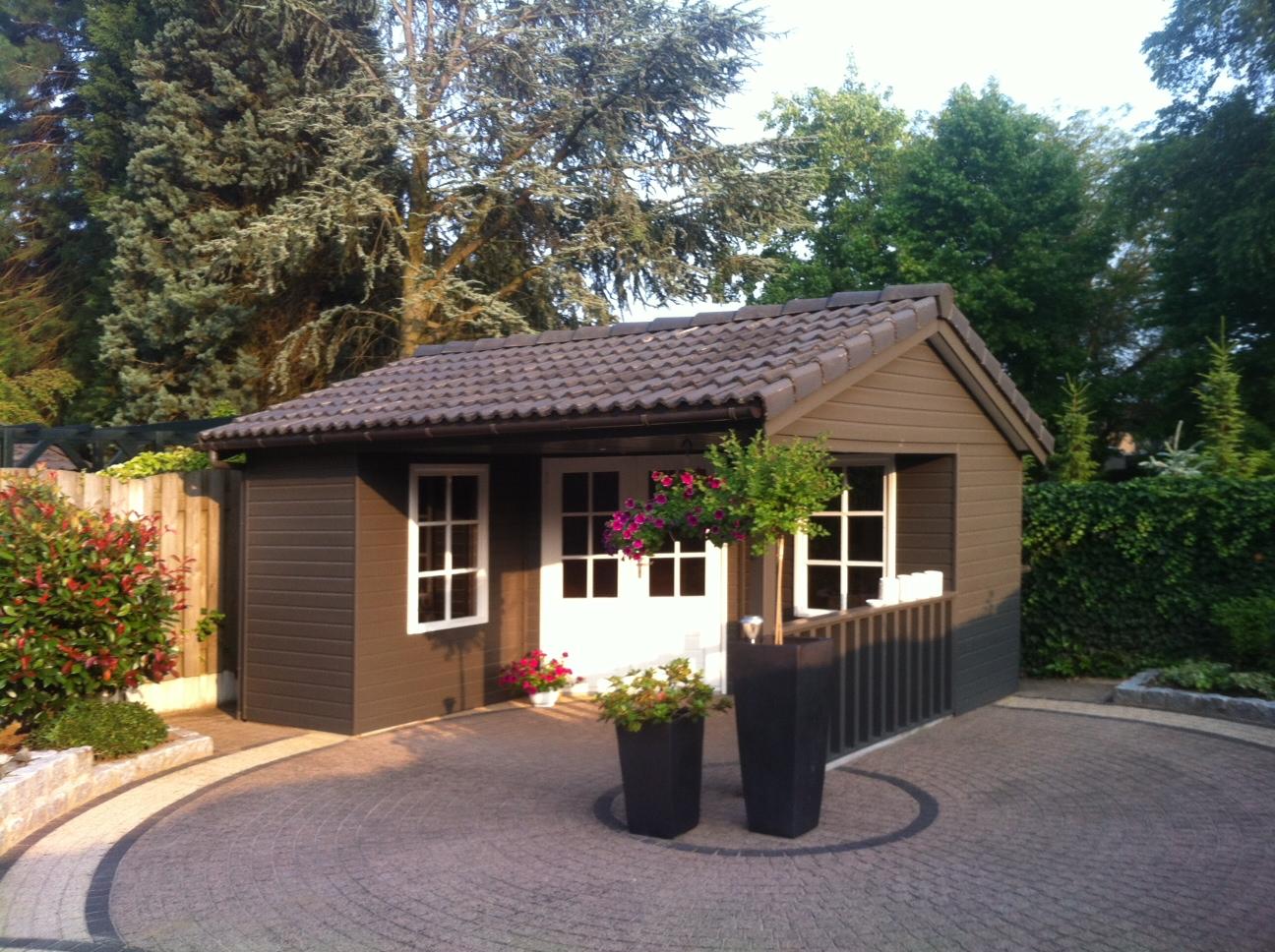 Karakteristiek tuinhuis te Heythuysen, Limburg.