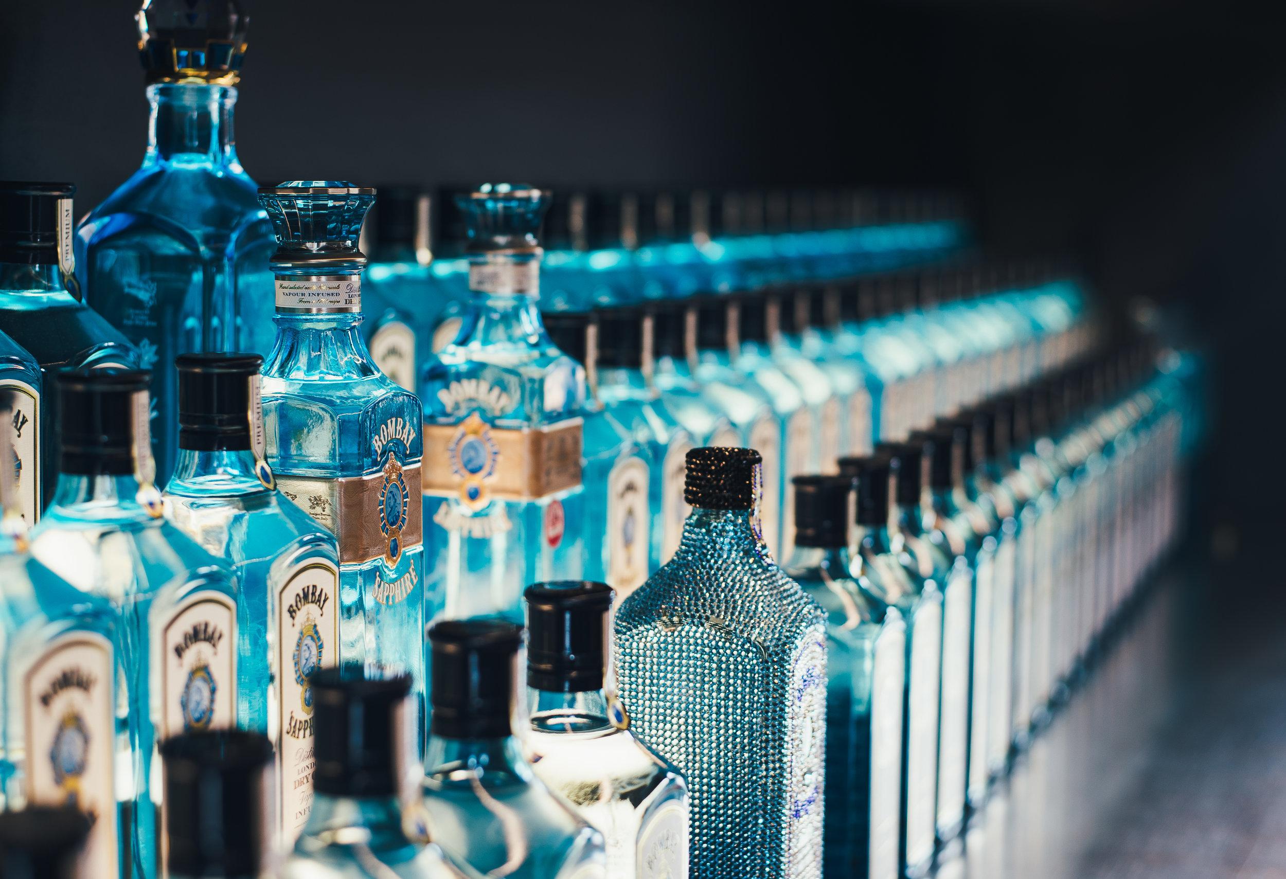la nueva taberna - gin COCKTAIL MAKING