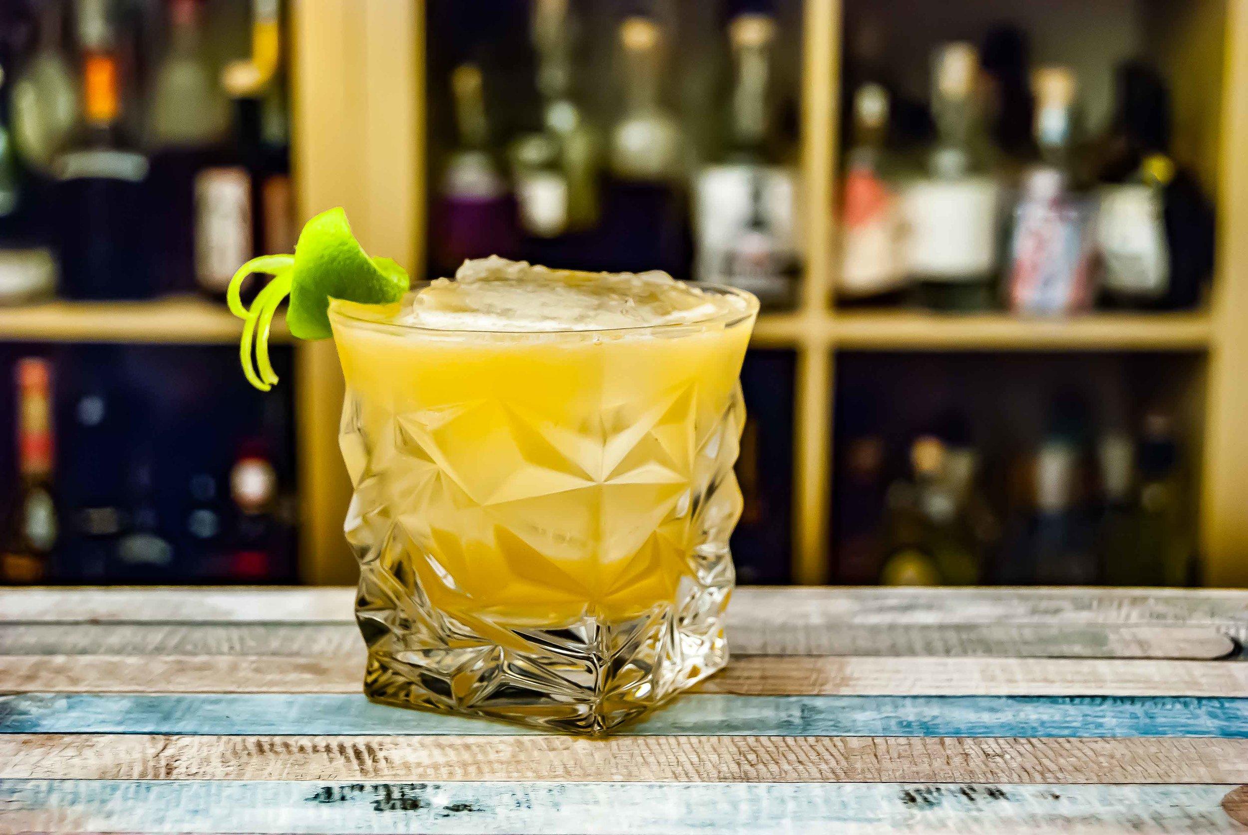 la nueva taberna - premium cocktail making