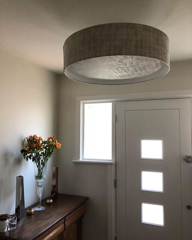 Happy happy clients loving their new @heathfieldandco silver velvet pendant shade 😀 • • • #pendant #shade #light #pendantlight #luxury #elegant #hallway #silver #velvet #fabric #stunning #happyclients #interior #design #designer #instastyle #instainteriors #interiordesign #london #hampstead #primrosehill #showroom #bespoke #visitus #stunning