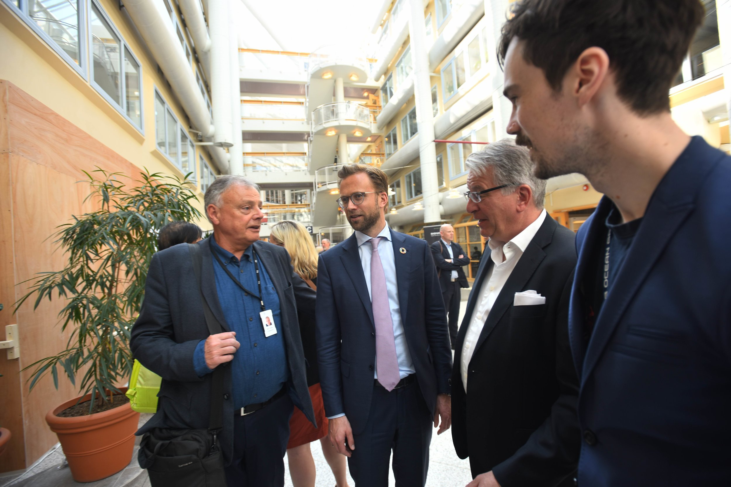 Willy (UT) and Nikolay Astrup (Minister of Digitalisation) together with Milan and Oscar Markovic (SEALAB Ocean Group)