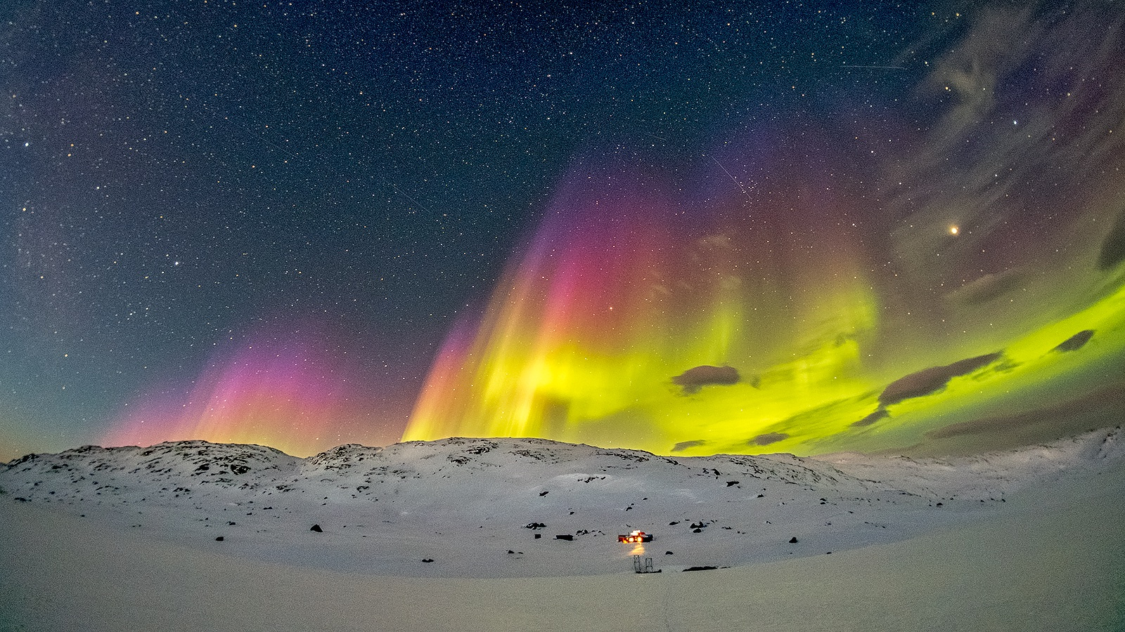 Northern lights dancing over the mountains in Swedish Lapland. Photo: David Björkén