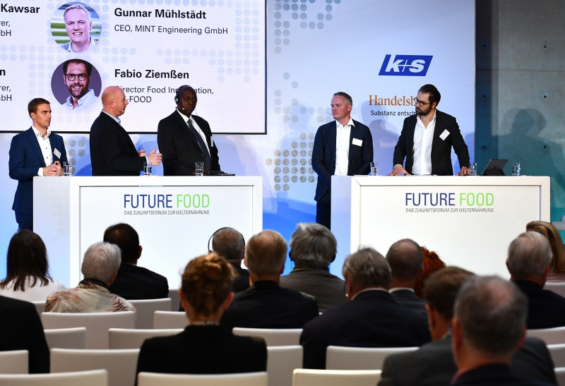 Panel discussion with multiple startups (From left Lionel Born (CSO, Spacenus GmbH),Thomas Heuer (CEO, desertfoods), William Luyinda (Akorion Ltd.), Gunnar Mühlstädt (CEO, MINT Engineering GmbH) and Fabio Ziemßen (Director Food Innovation METRO AG) (Photo source: Future Food)