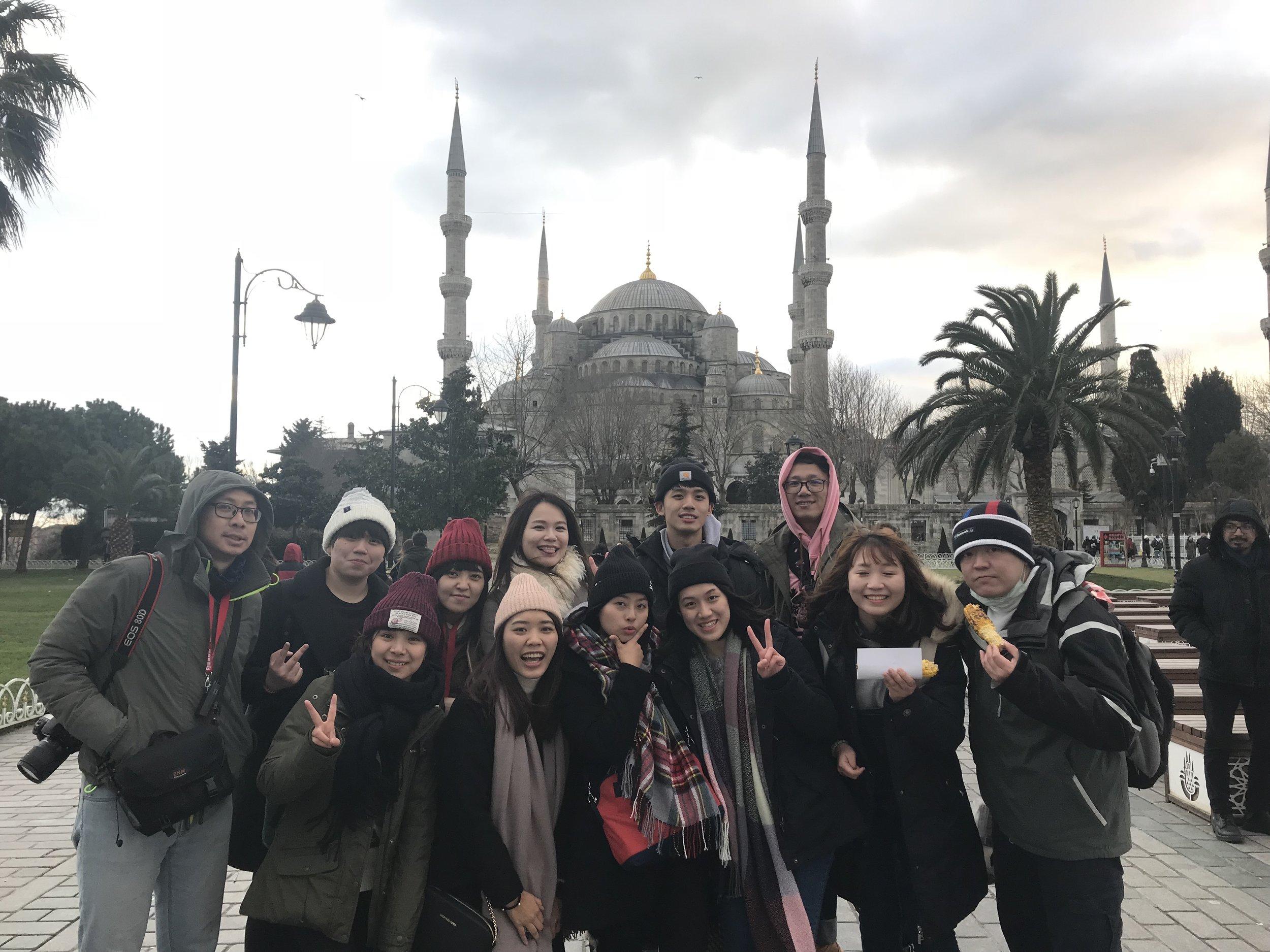 瘋狂工作瘋狂玩 - 重視效率、彈性與工作品質不定期內部課程讓你不斷成長免補班、每月一天不扣薪病假備有電動、桌球室及運動設備每年員工旅遊,今年去了土耳其