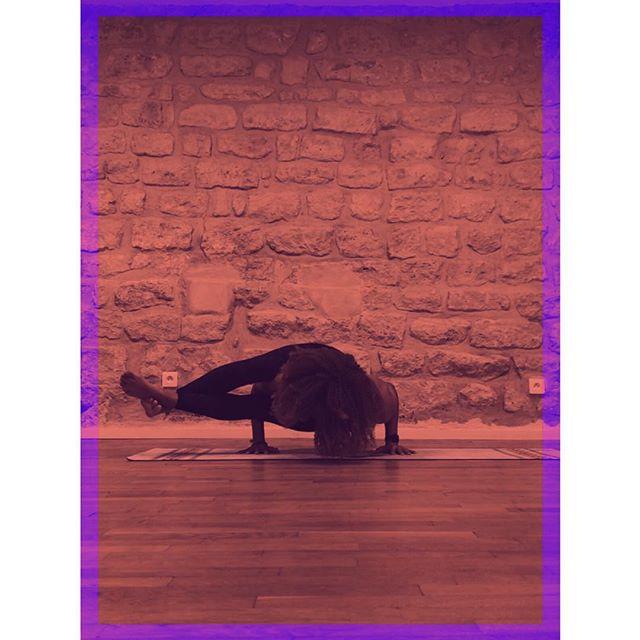 ✨ASTAVAKRASANA ✨  I felt 5 seconds after, but im proud of myself for going so far today. Im into arm balances lately and that asana is one of my goals. So today 5 seconds, soon 30 and more i hope 🤩! #ohyeah . . . . .  #yogajourney #yogaeverywhere #positivevibes #yogapose #loveyourself #takecareofyourself #yogis #dowhatyoulove #yogatime #passion #breathe #staystrong #instagood #instayoga #yogalove #yogaeverydamnday #higherawakening #astavrakasana #loveeatsmile #highervibes #plantbased