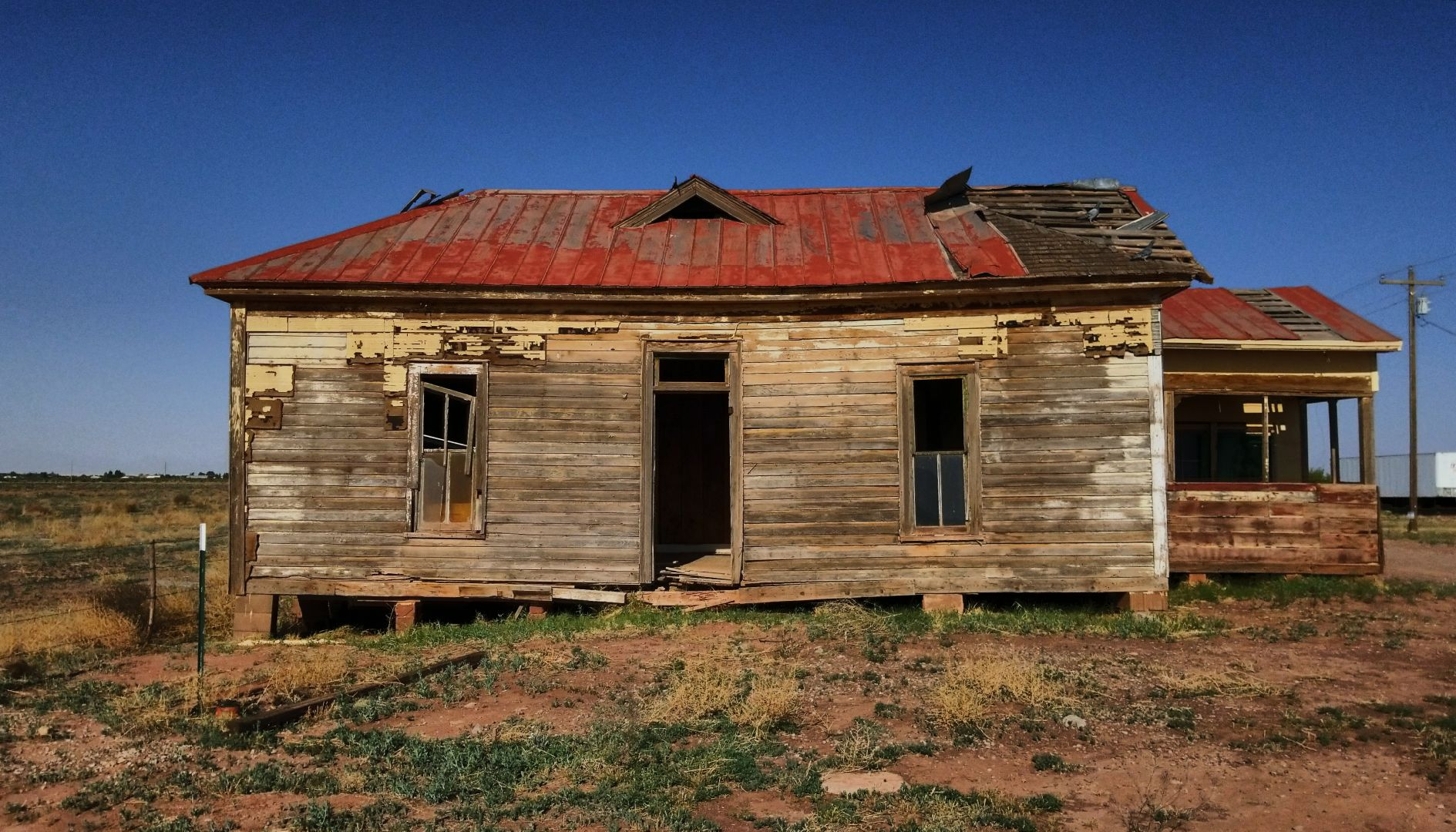 Over 100 year old House moved to this property for a Bride with the addition on the side of the town's old Saloon.