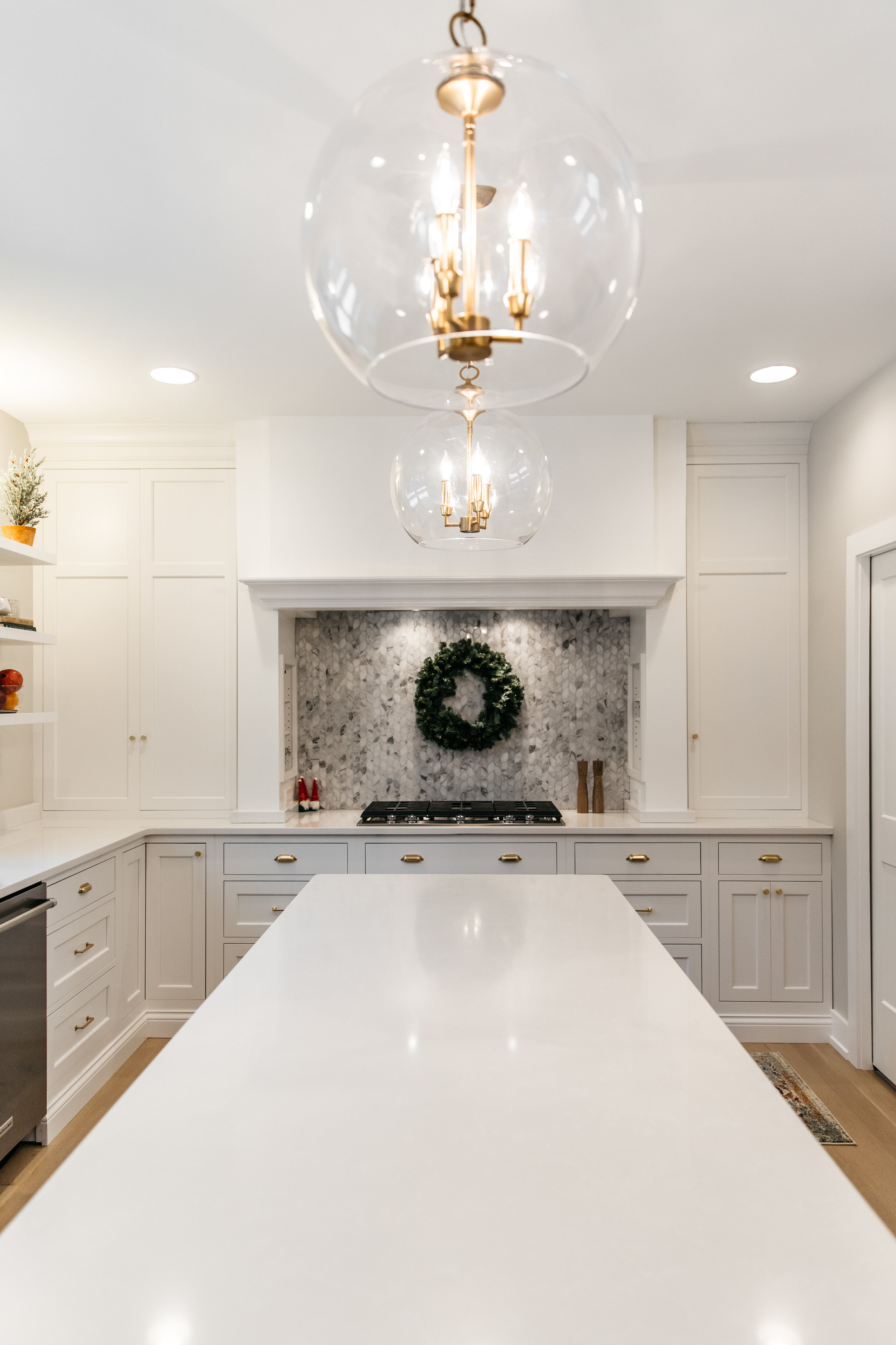 White kitchen with wreath and other holiday decor