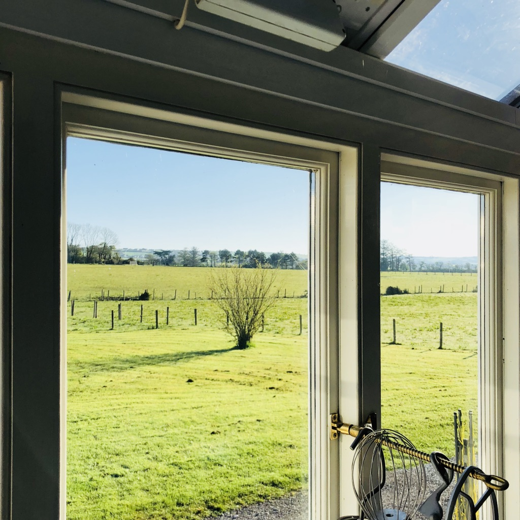 I need a view like this from my kitchen!