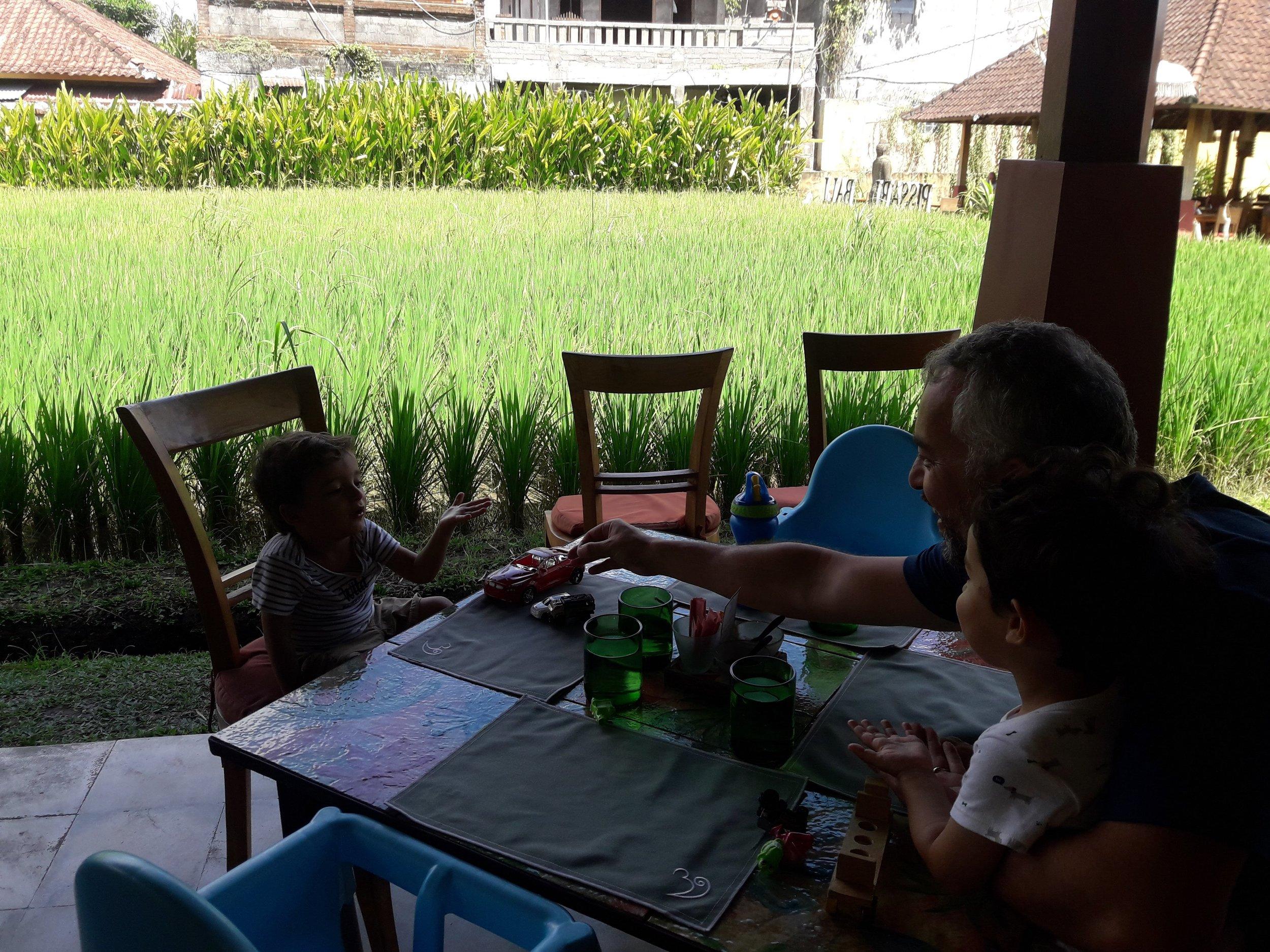 Three Monkeys Cafe: essa foto foi tirara no almoço, em um outro dia em que votamos lá.