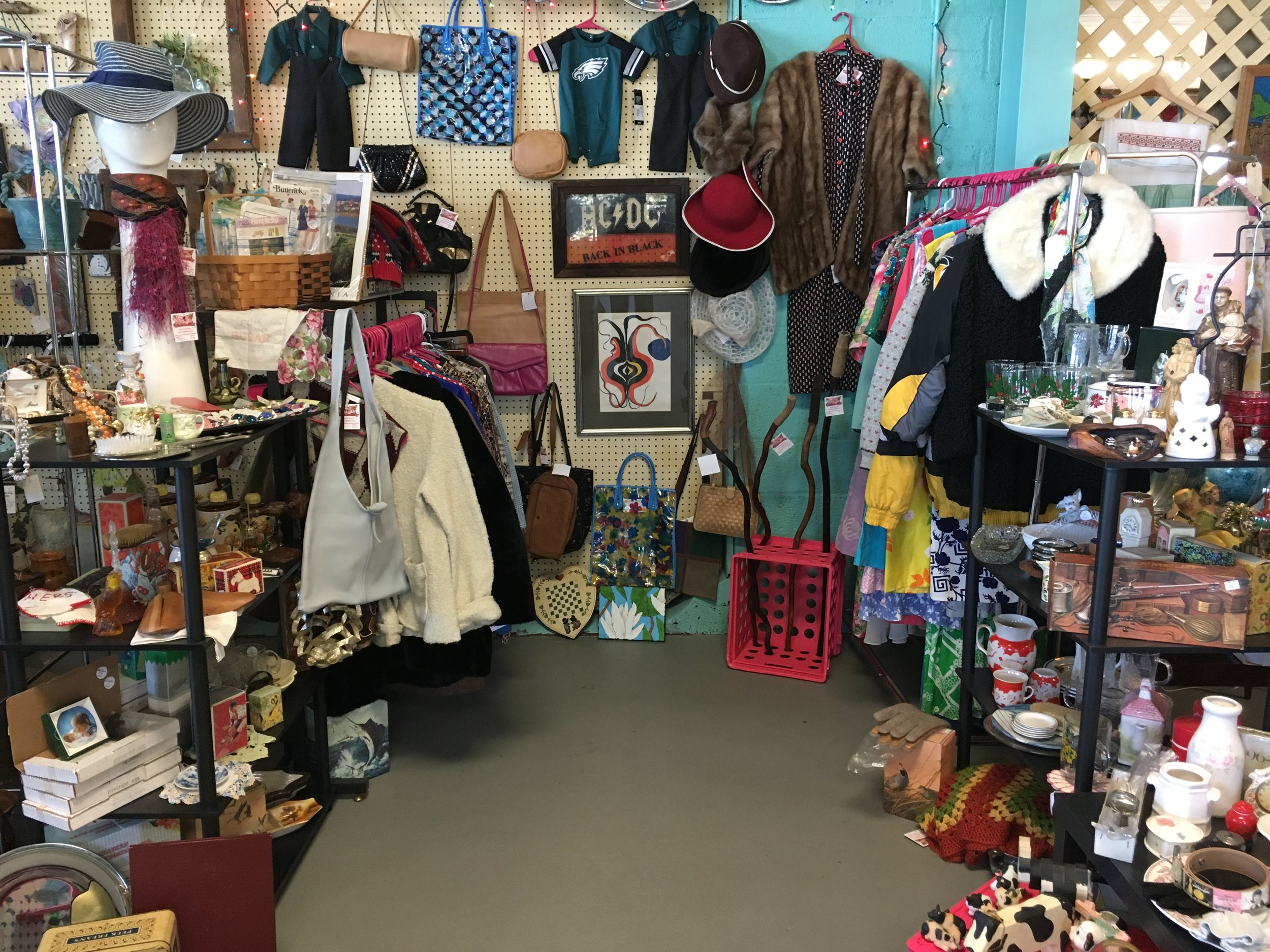Damon and Dora's Vintage Clothing - We are a small vintage establishment priding ourselves on quality and affordability.